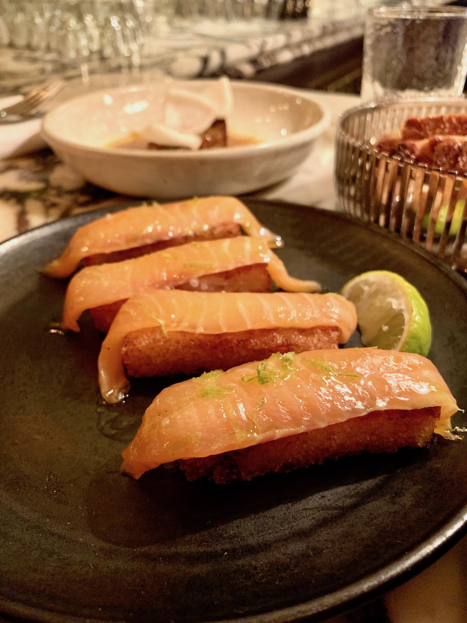 crispy rice salmon starter cryil lignac aux prés