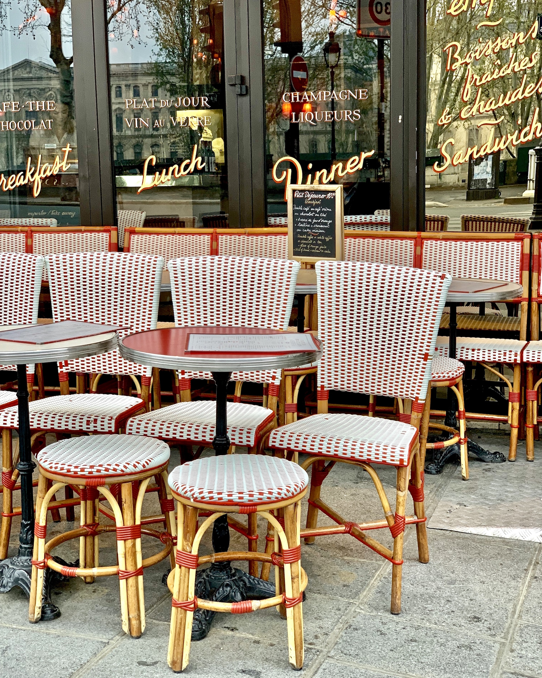 Café des Beaux Arts tables