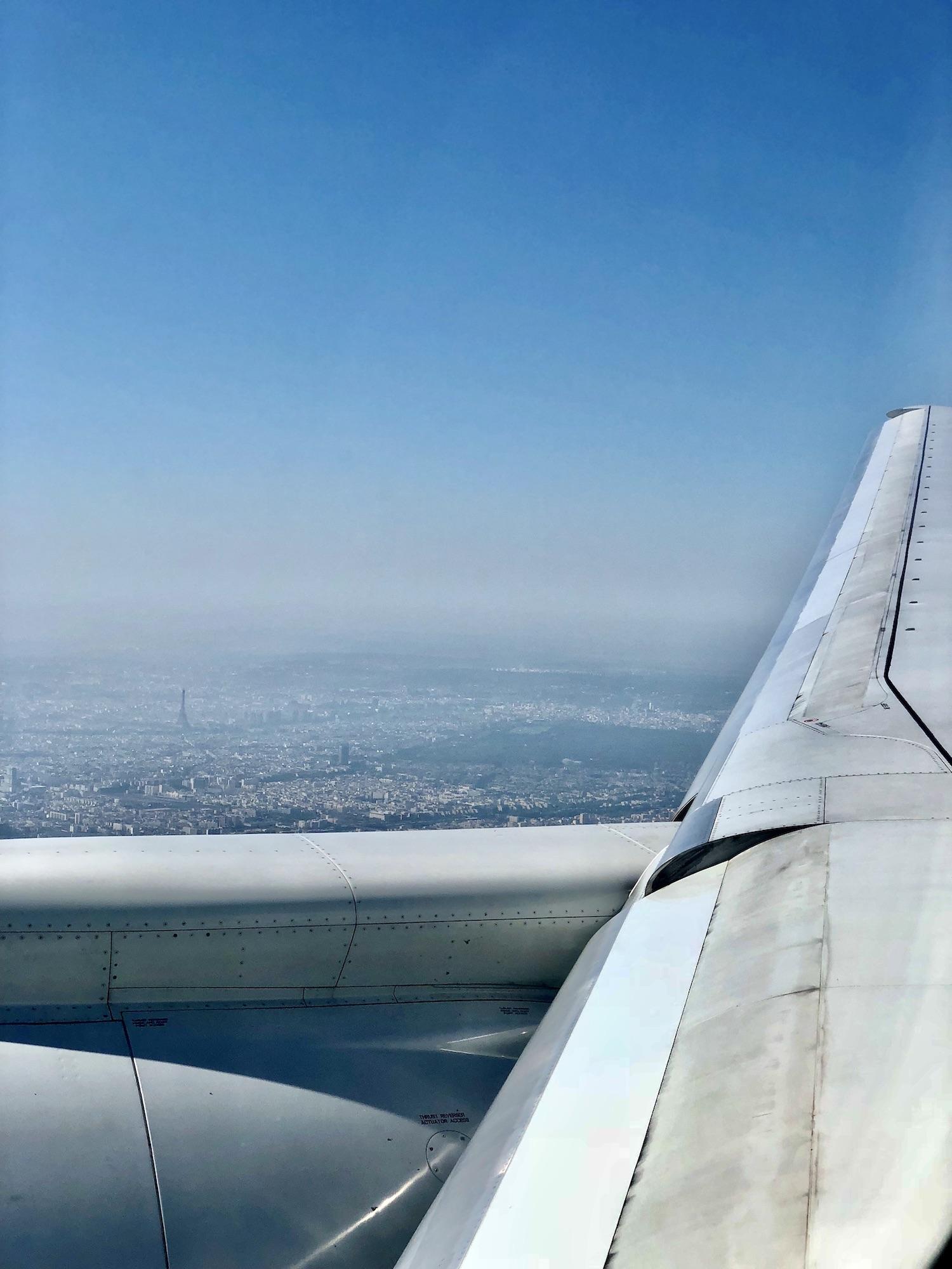 how to avoid jet lag plane landing in paris