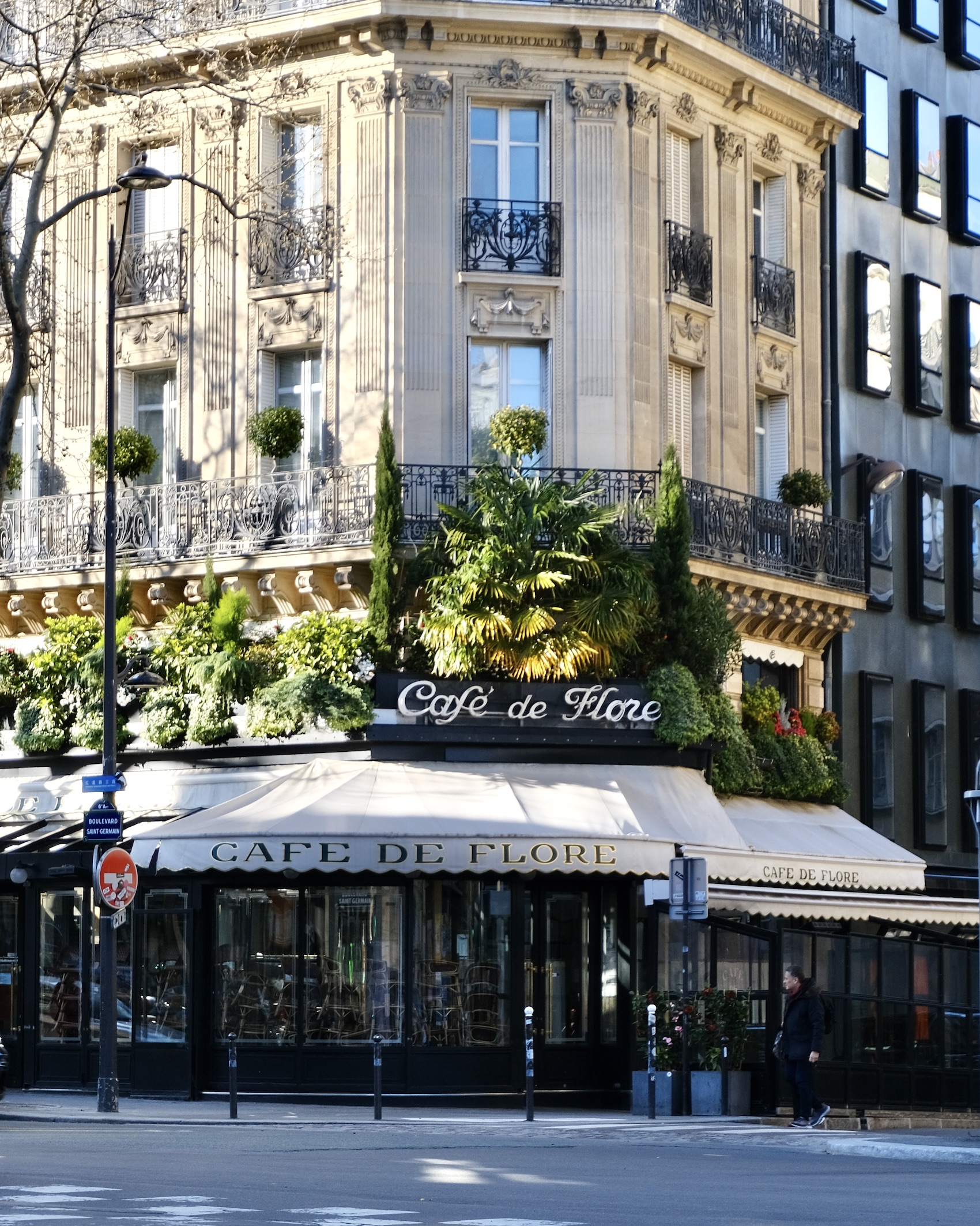 Paris Lockdown Café de Flore Closed
