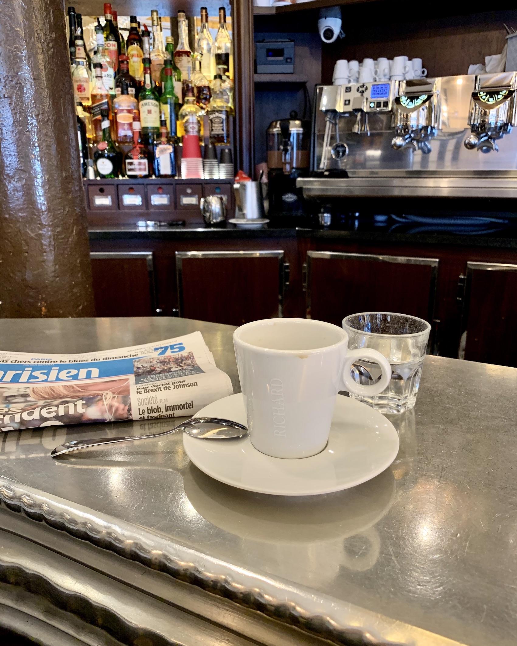 Sunday morning café au bar