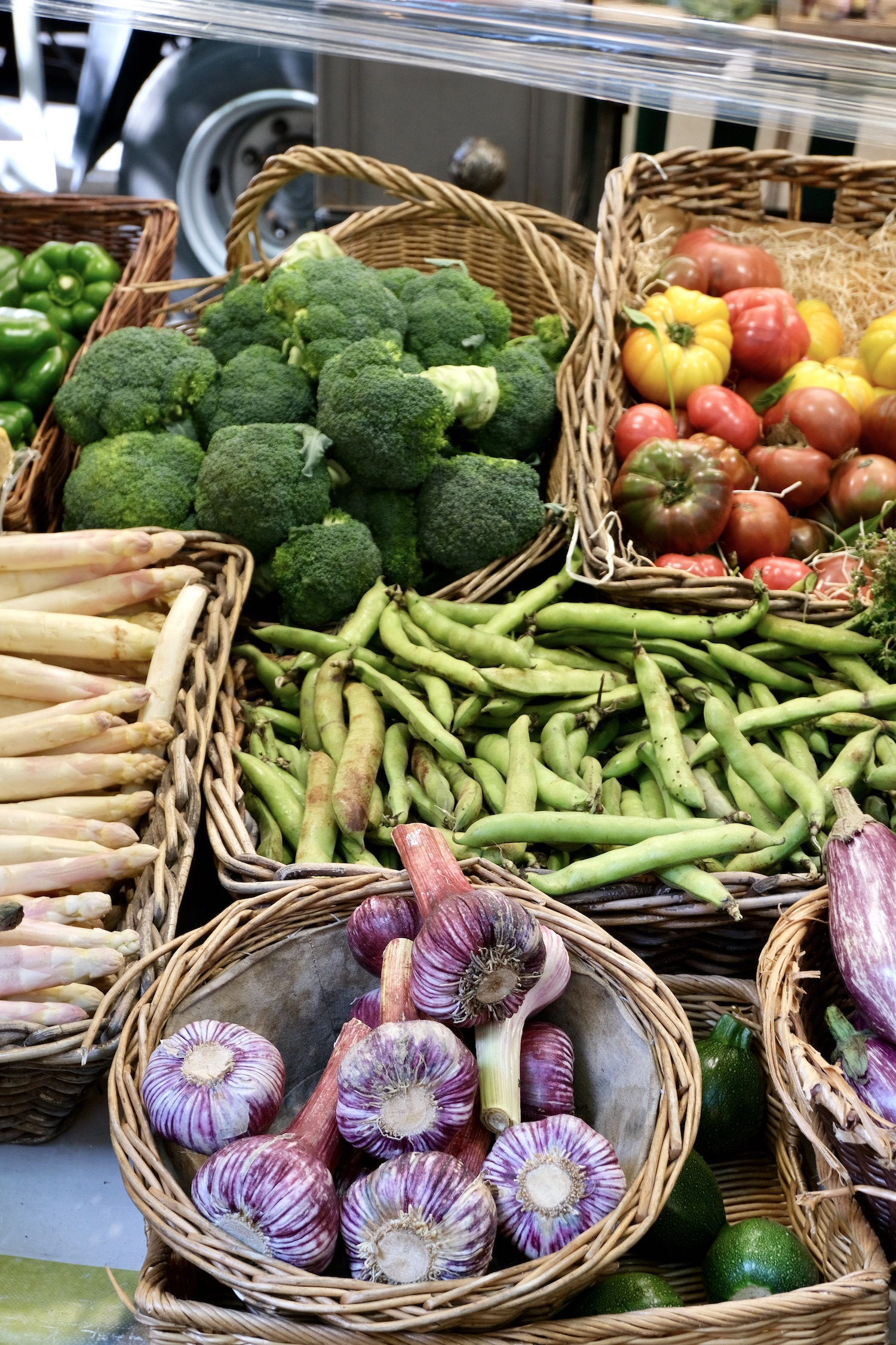 Marche Raspail produce
