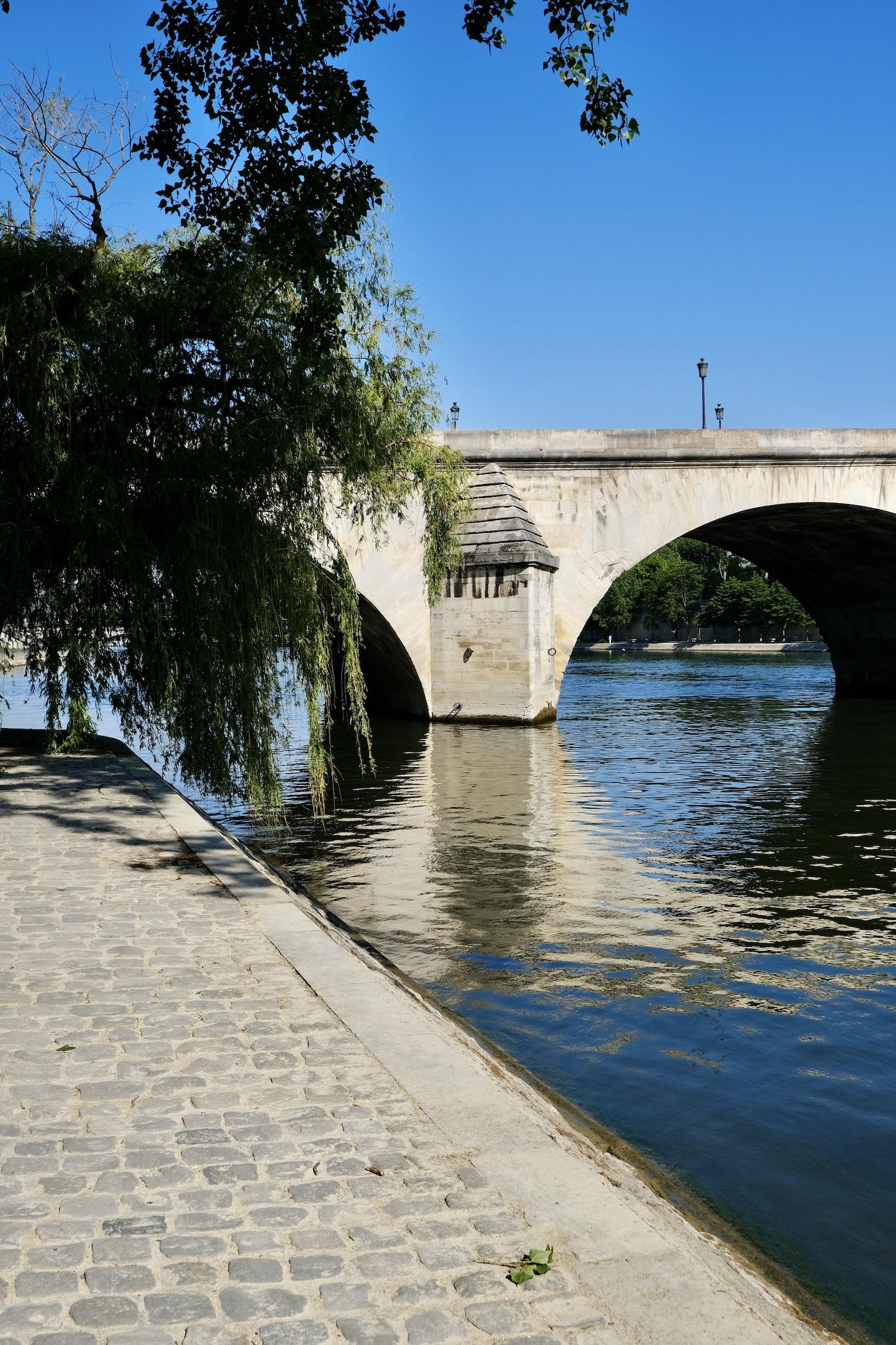 A quiet weekend by the Seine in Paris