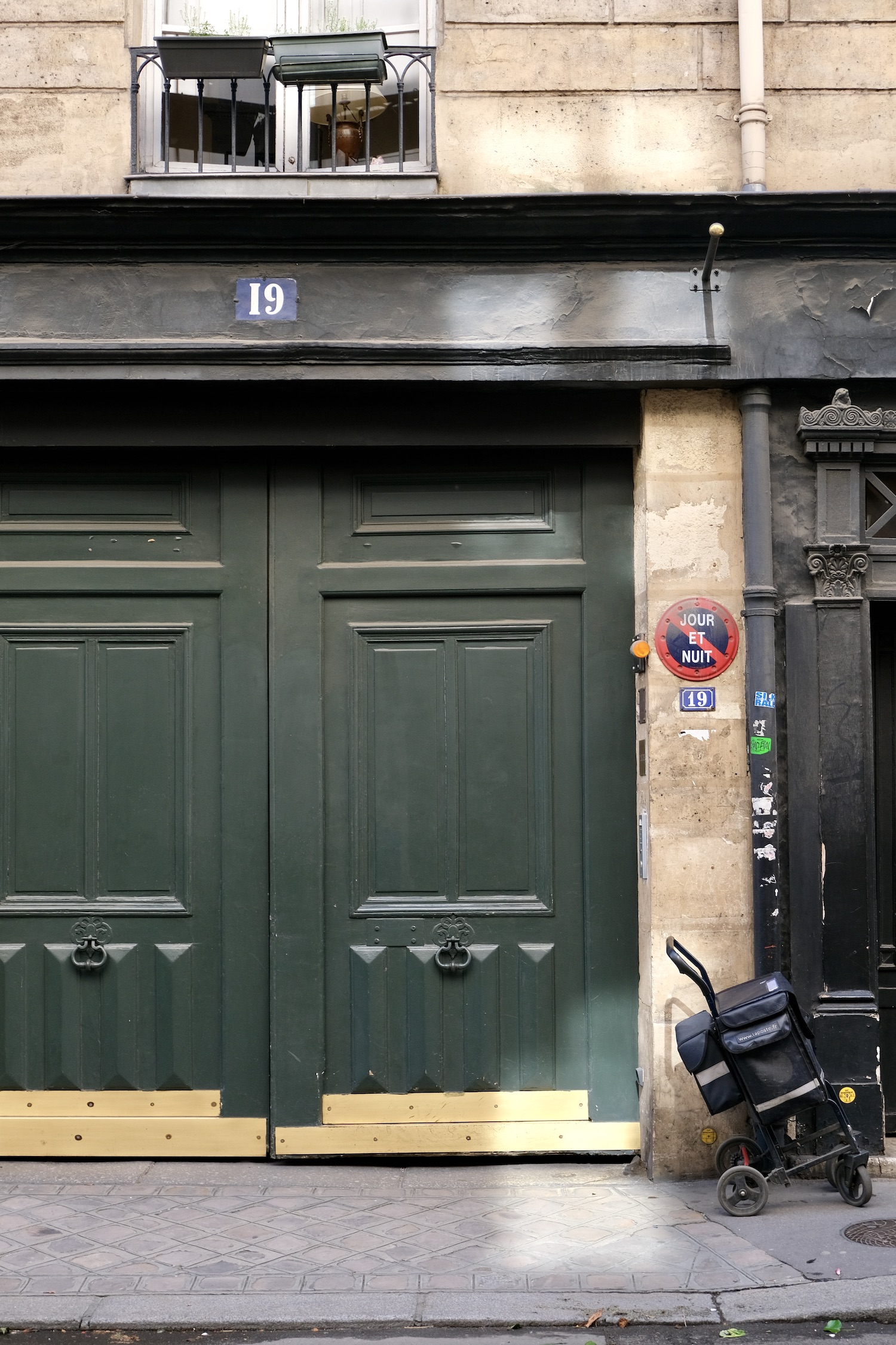 Post-Confinement Paris door