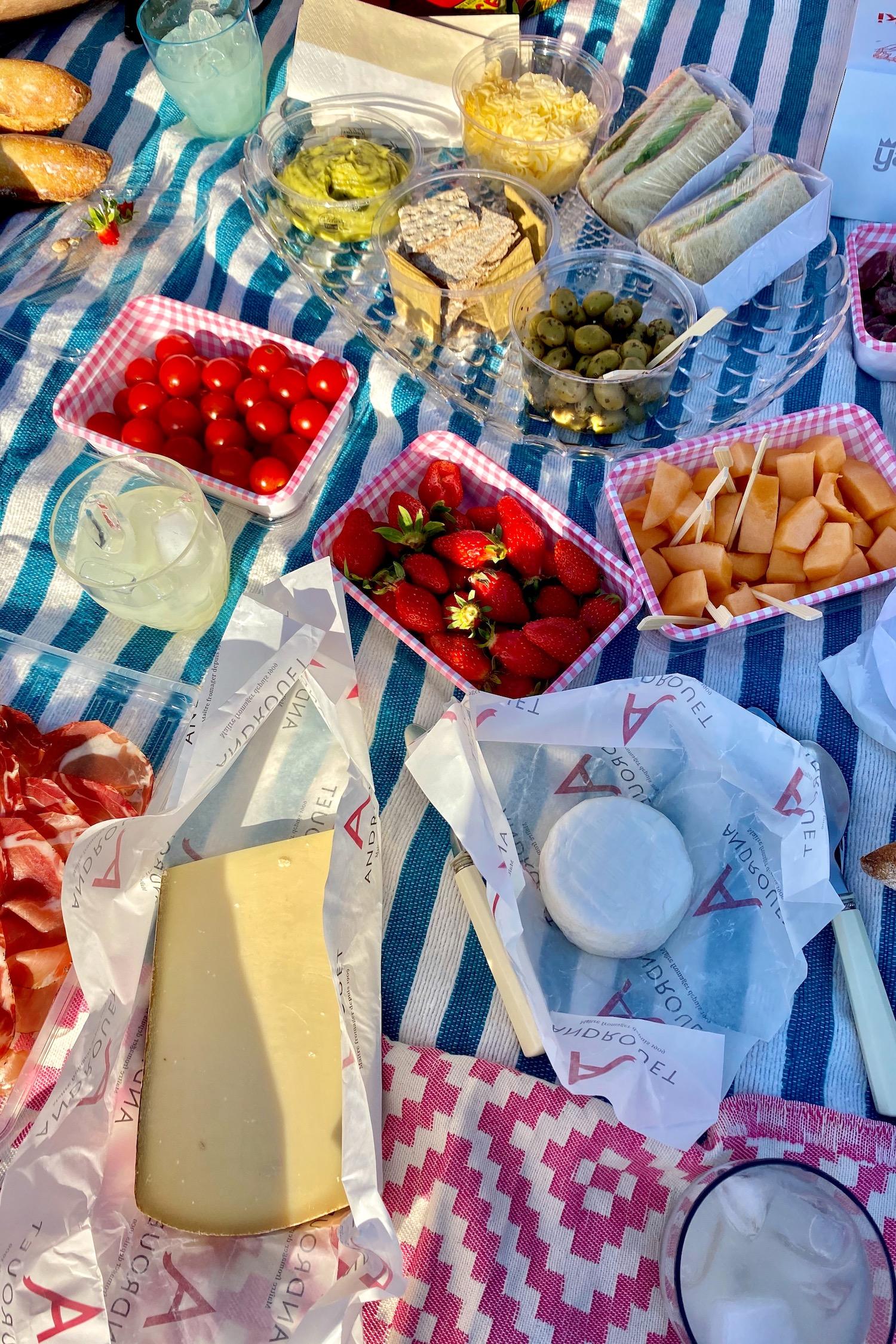 Summer picnic in Paris