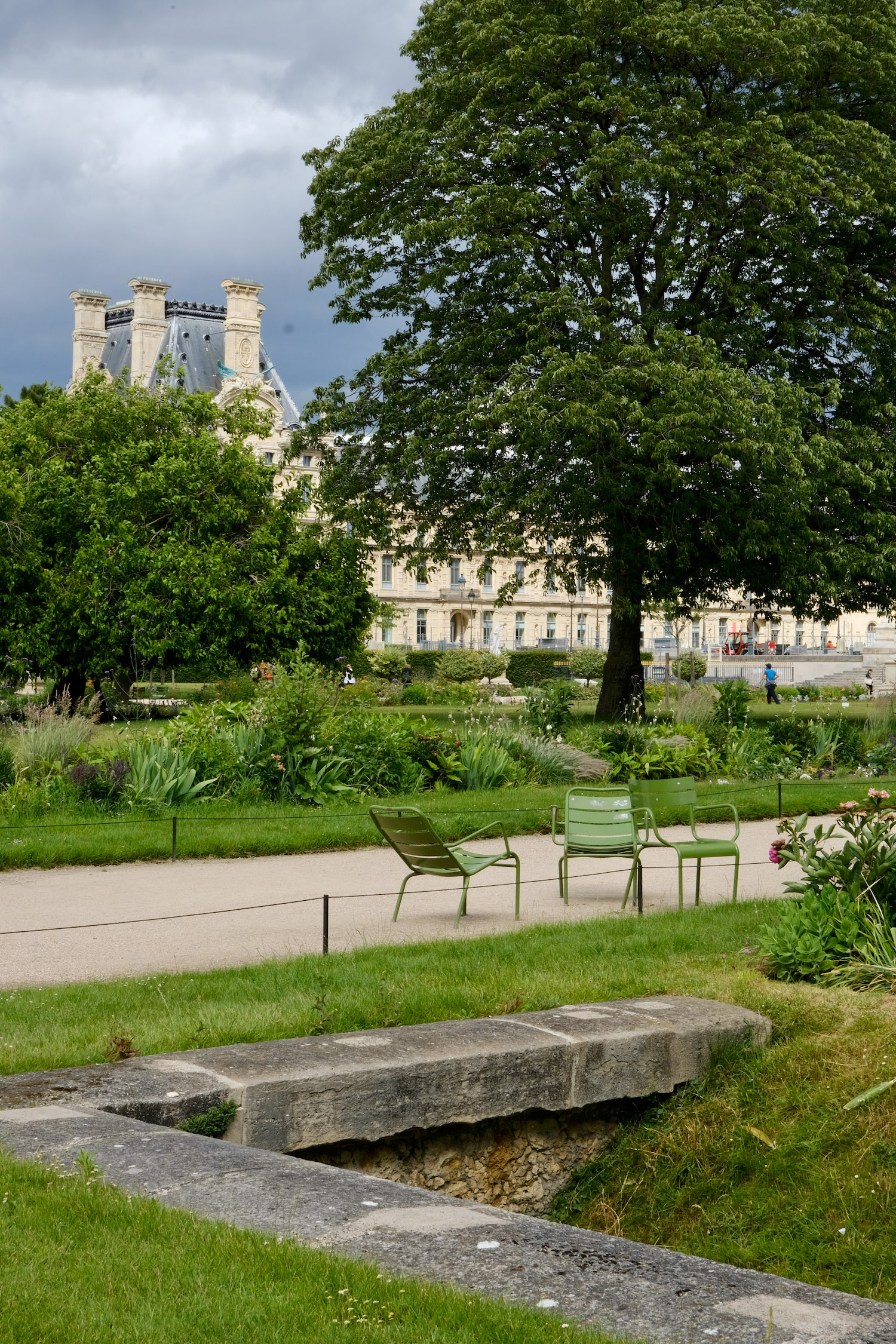 Grey afternoon walk through the Jardin des Tuileries