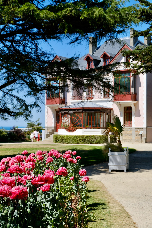 Musée Christian Dior Granville Pink Flowers
