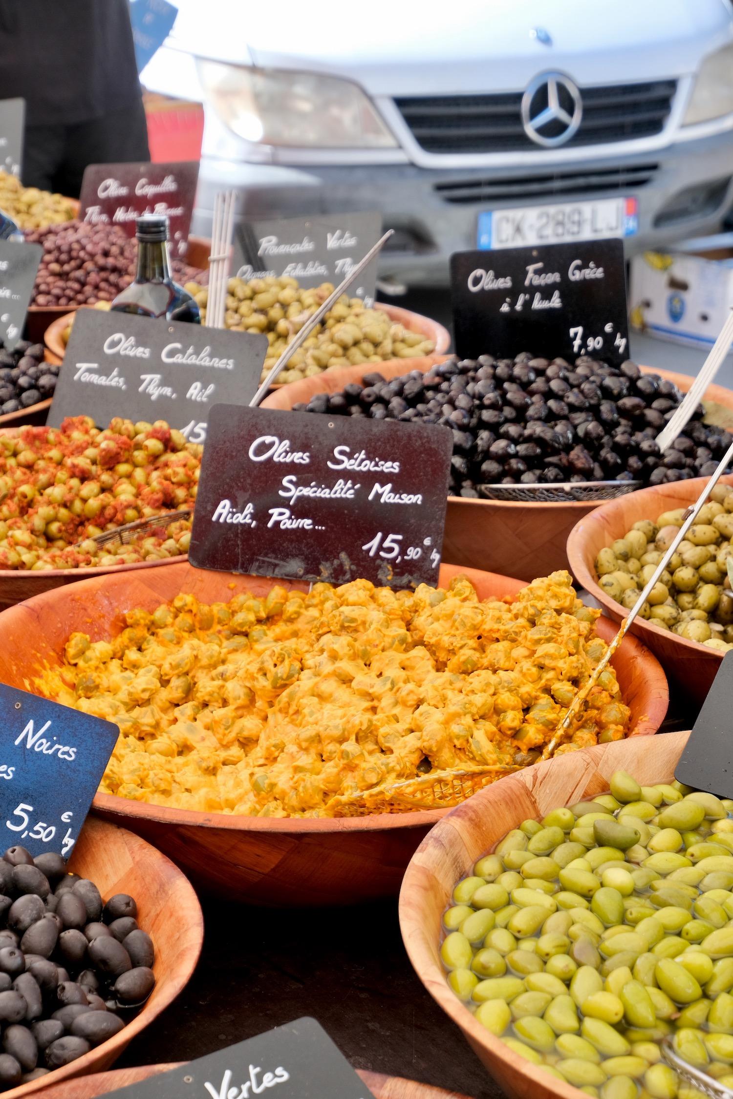 Mèze market olives