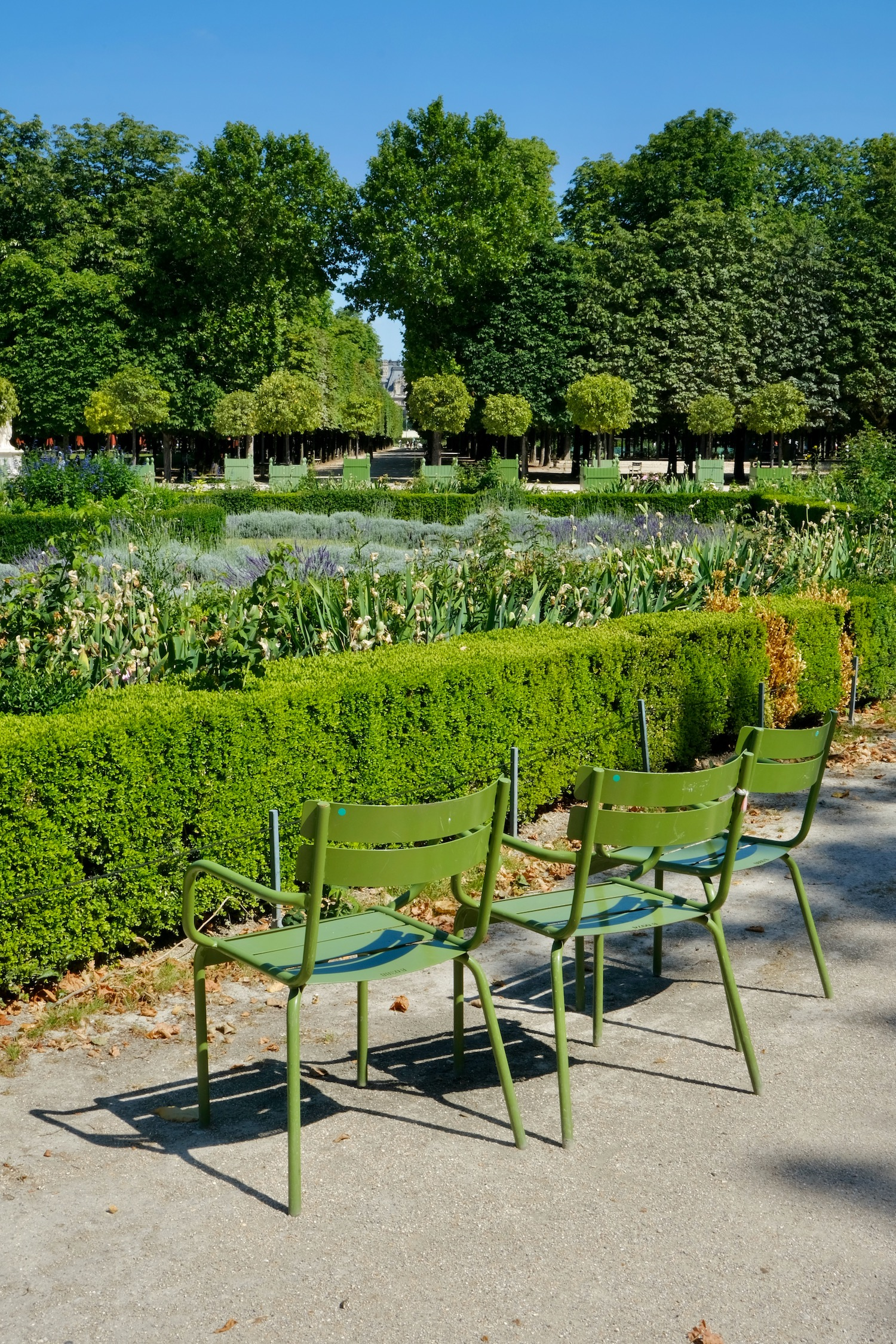 Tuileries green chairs