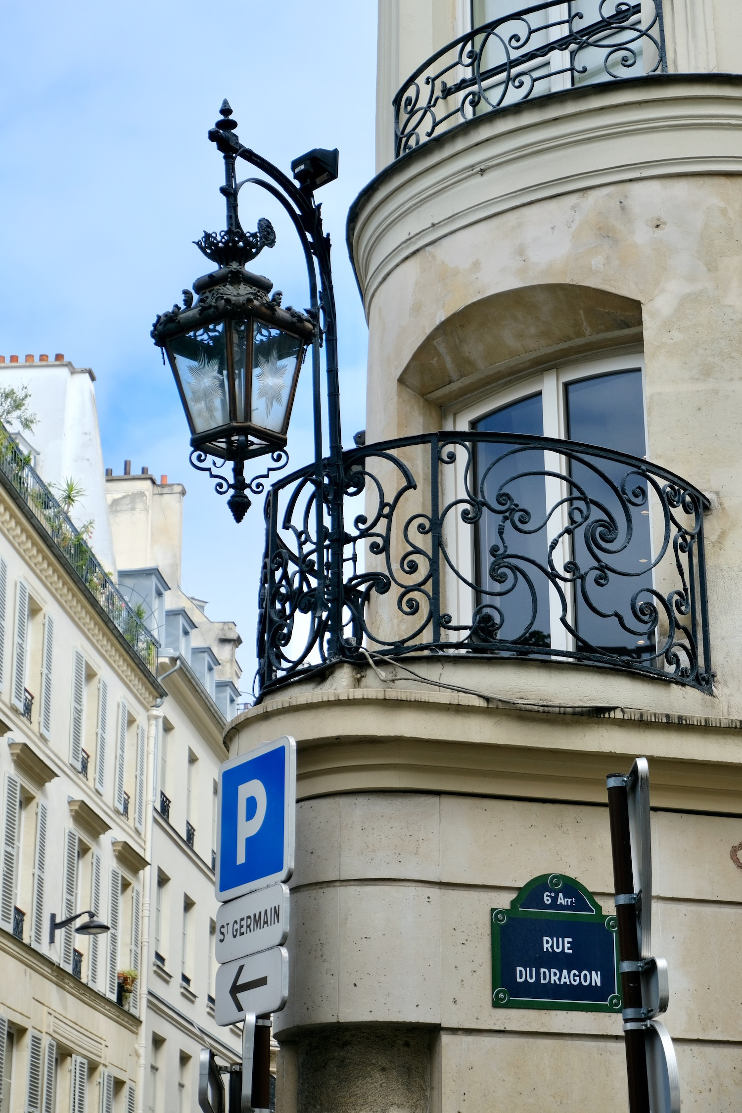Rue du Dragon balcony