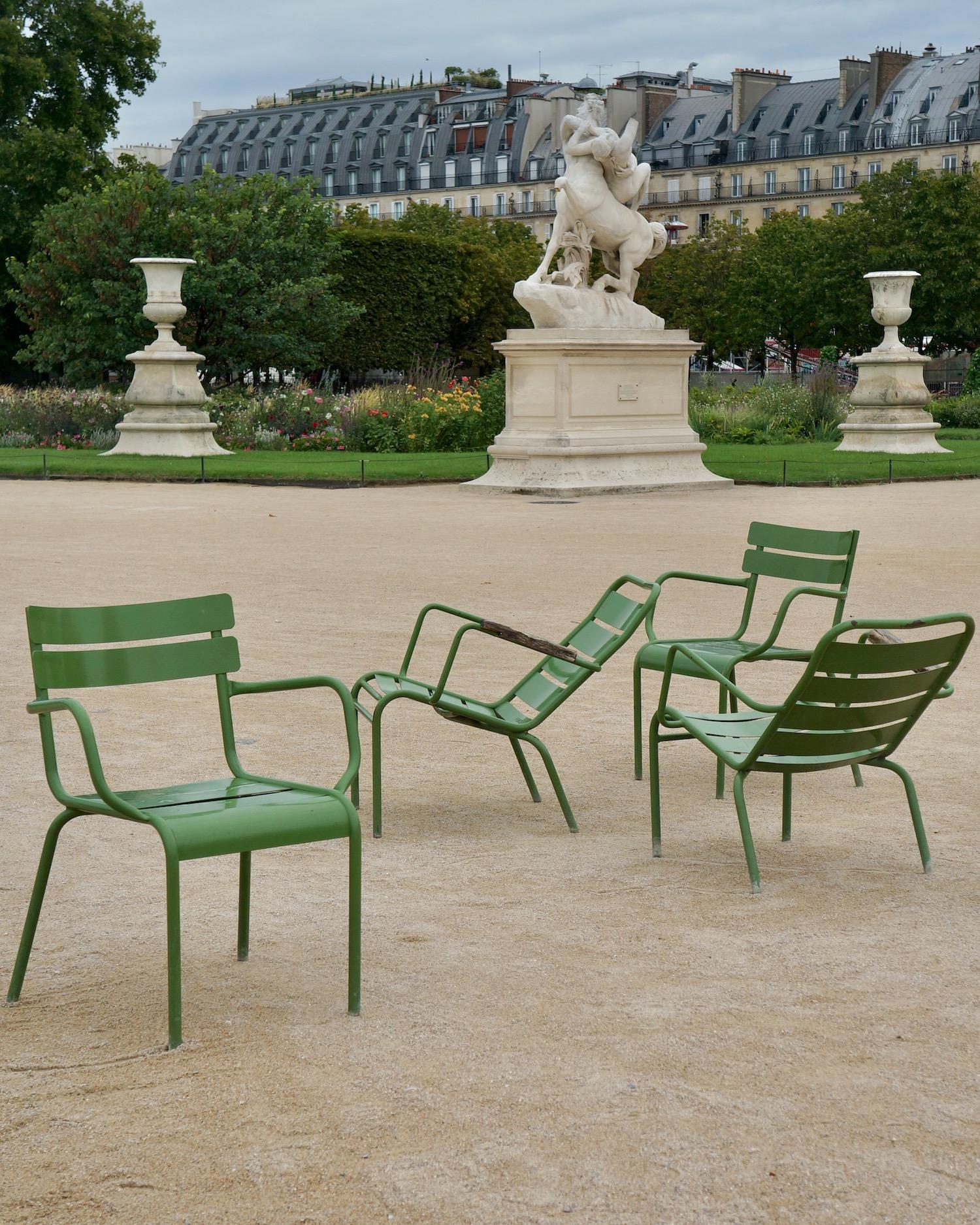 Green chairs paris