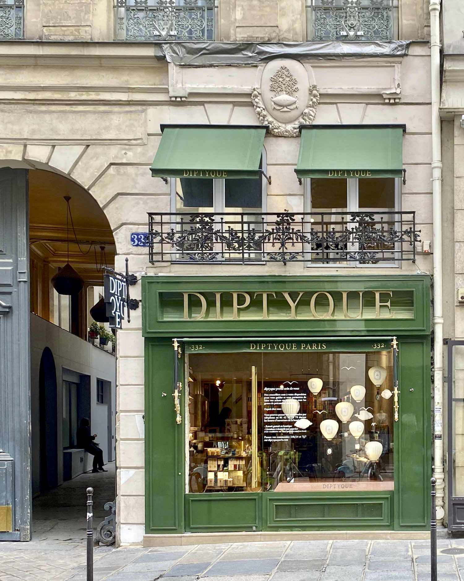 Five Friday Finds from France Diptyque featuring the Dior dîner cousu-main