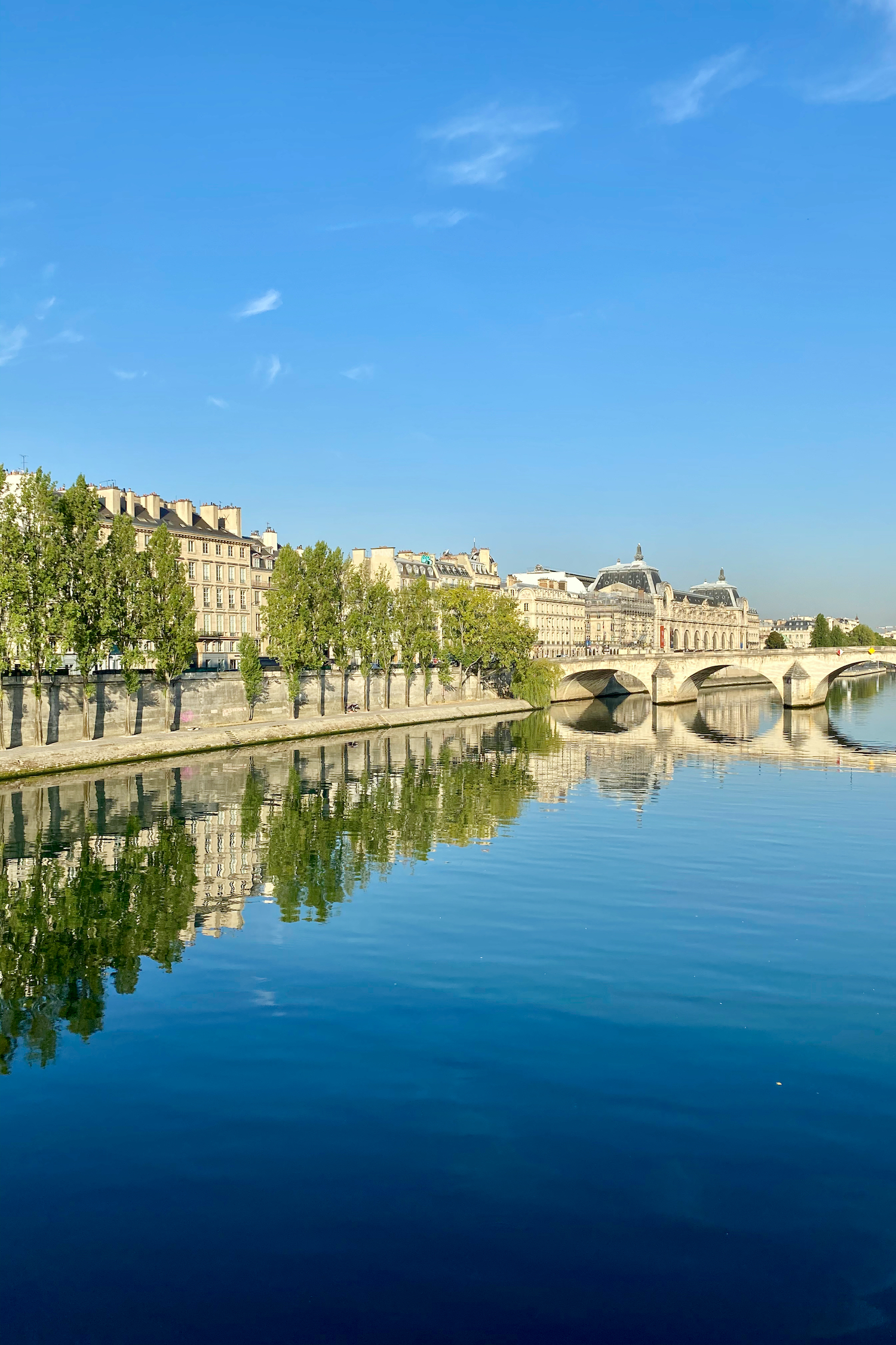 August morning walks along the Seine
