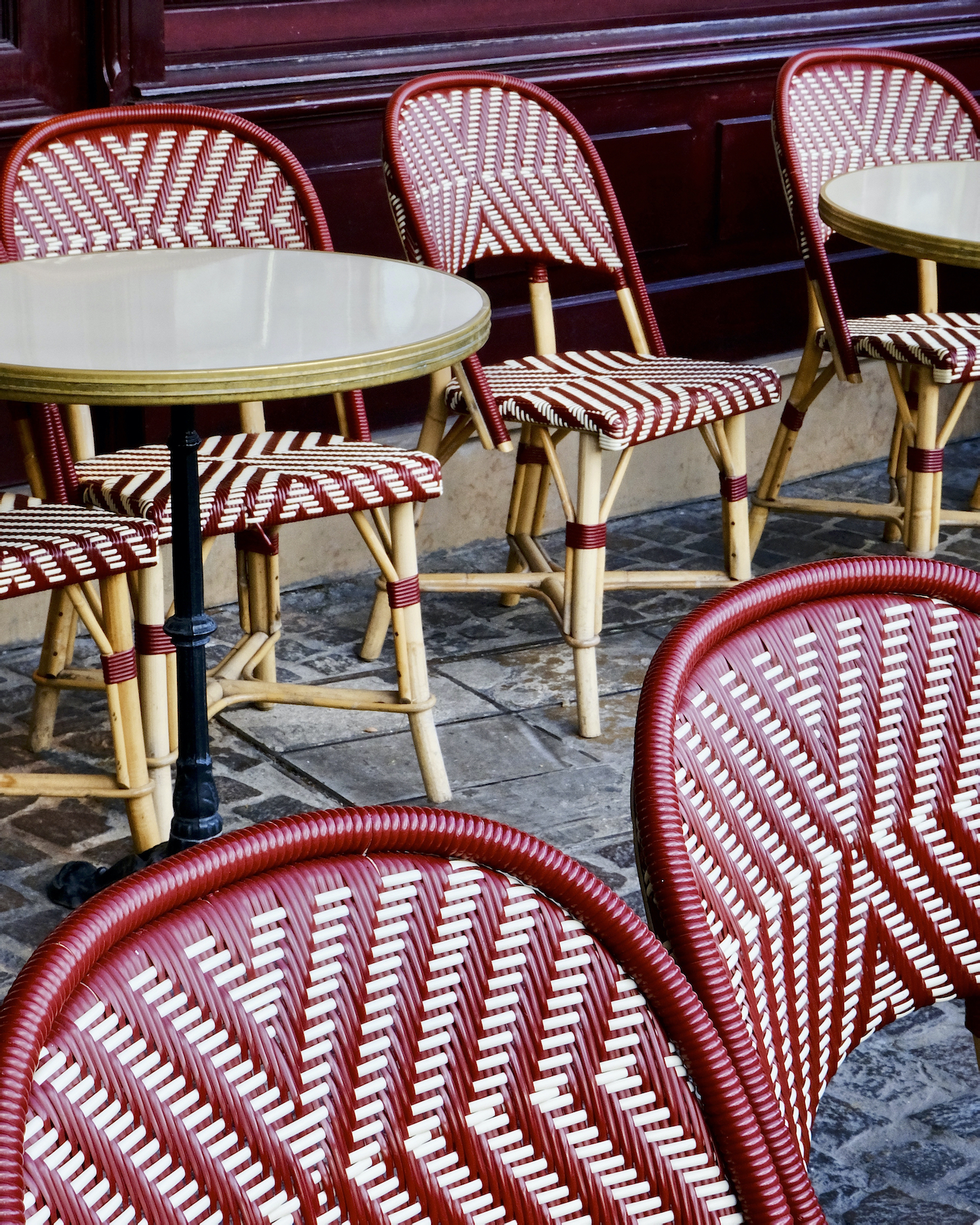 Weekend Links Week 11 red café chairs