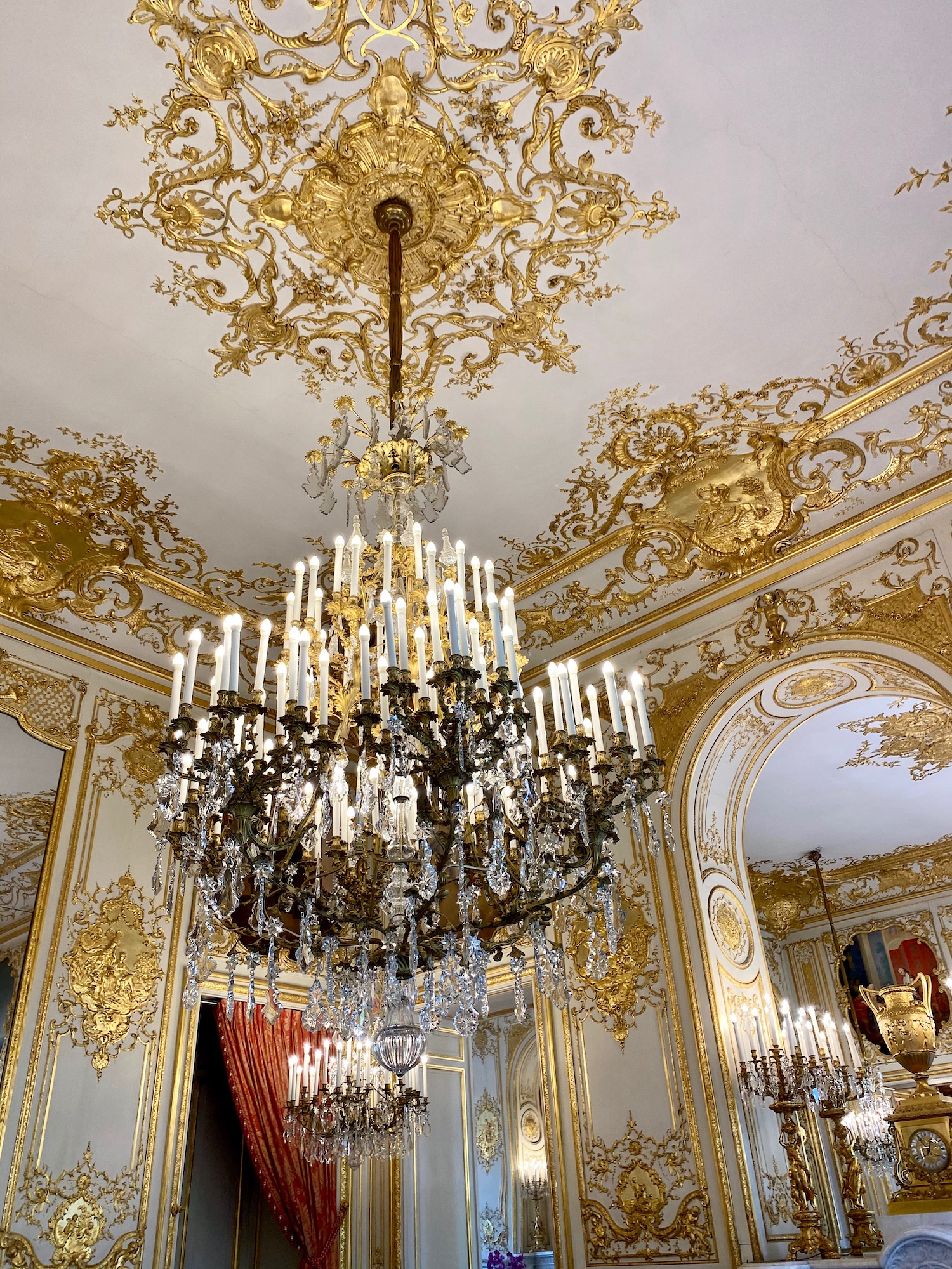 chandelier salon