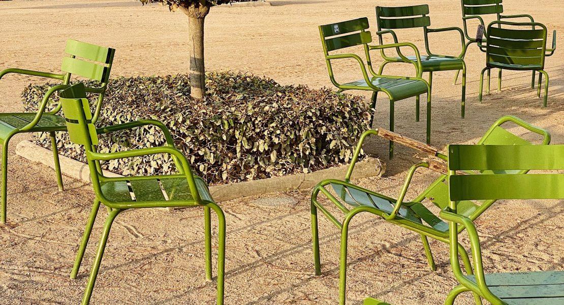 Weekend Links Week 16 Tuileries Chairs featured