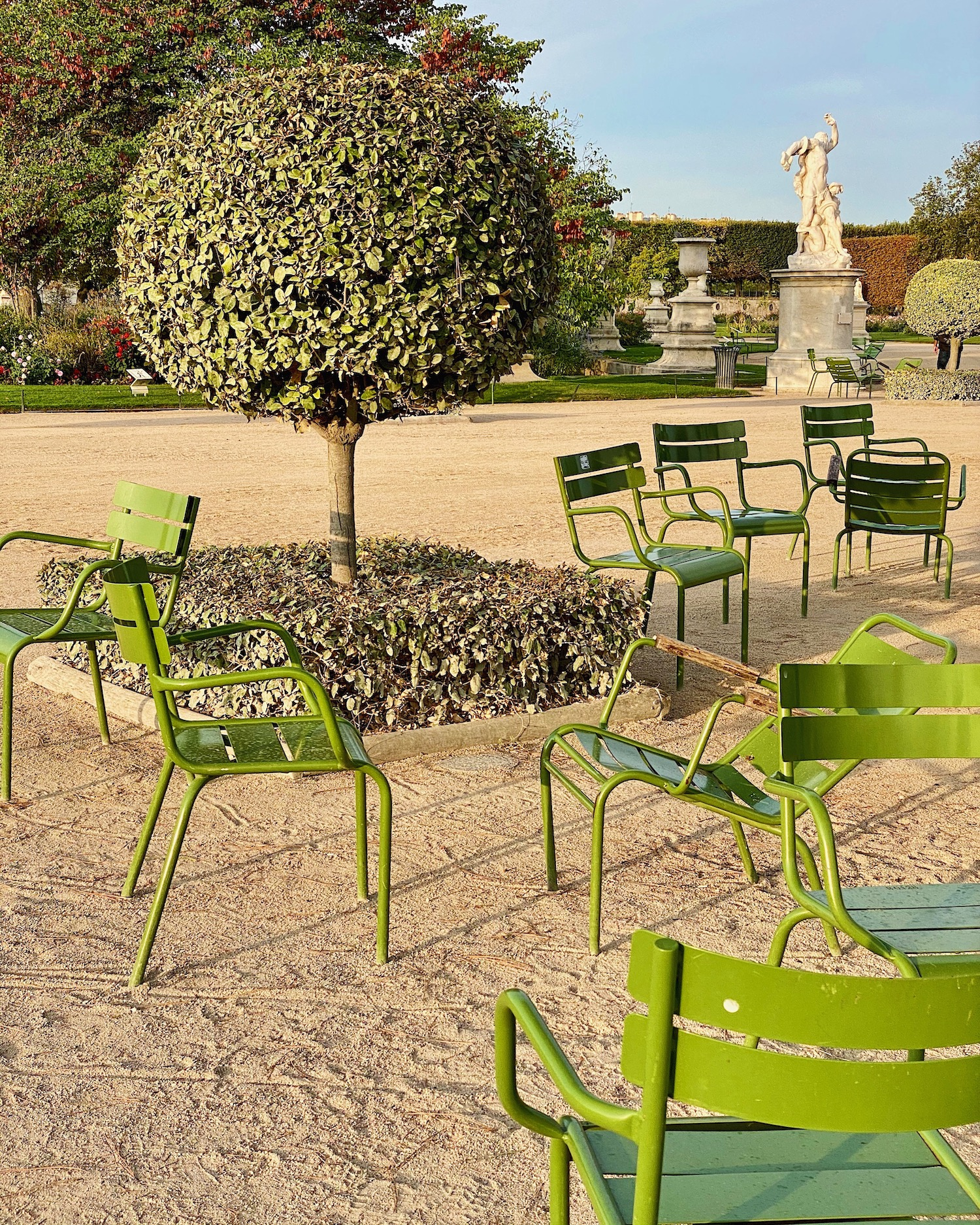 Weekend links week 16 tuileries chairs