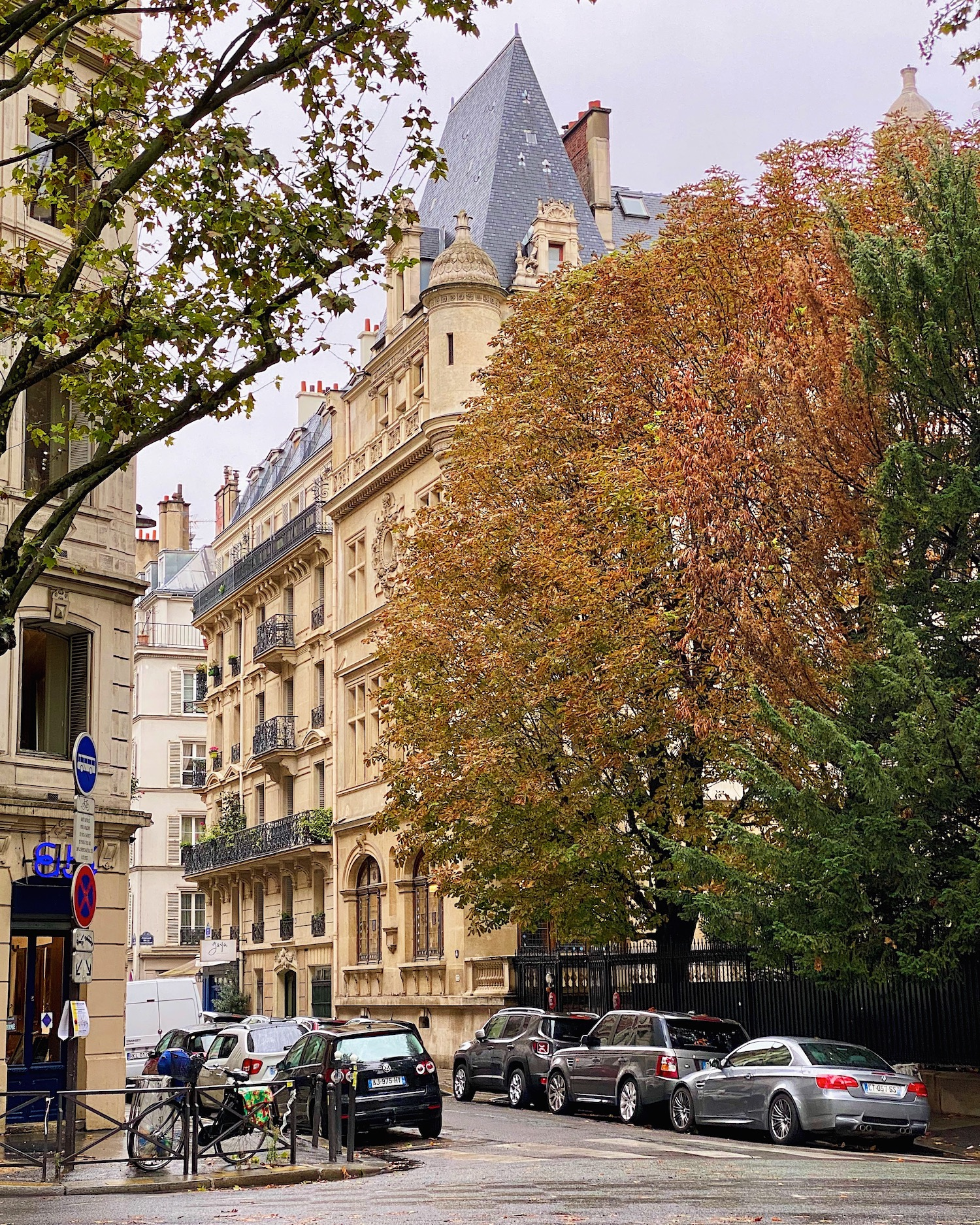 Weekend Links Week 17 fall on boulevard saint germain