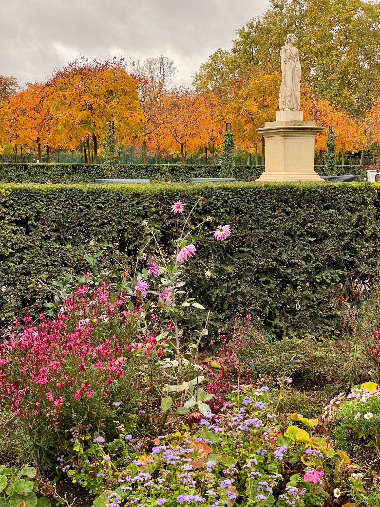A Walk through Jardin du Luxembourg in the fall