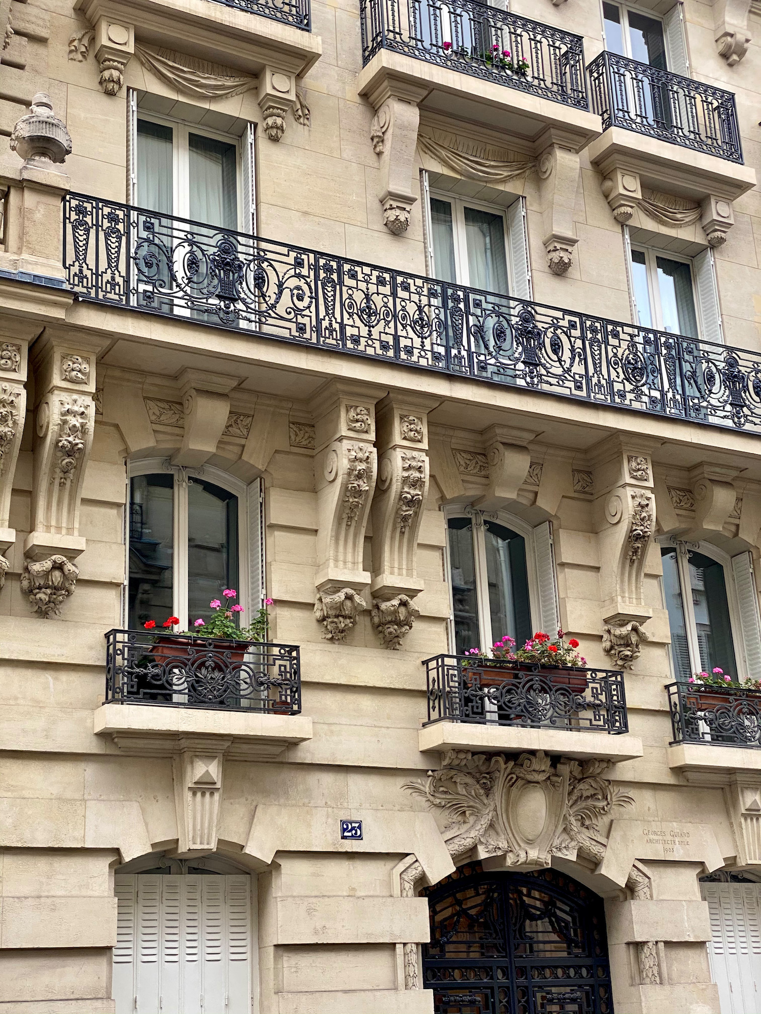 neuilly apartment building
