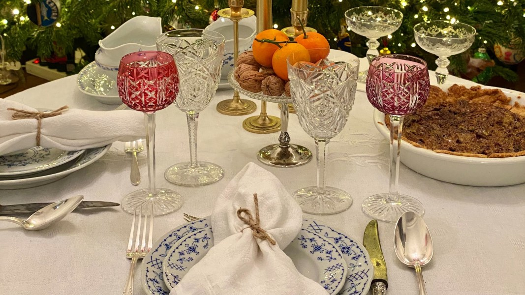 thanksgiving table featured