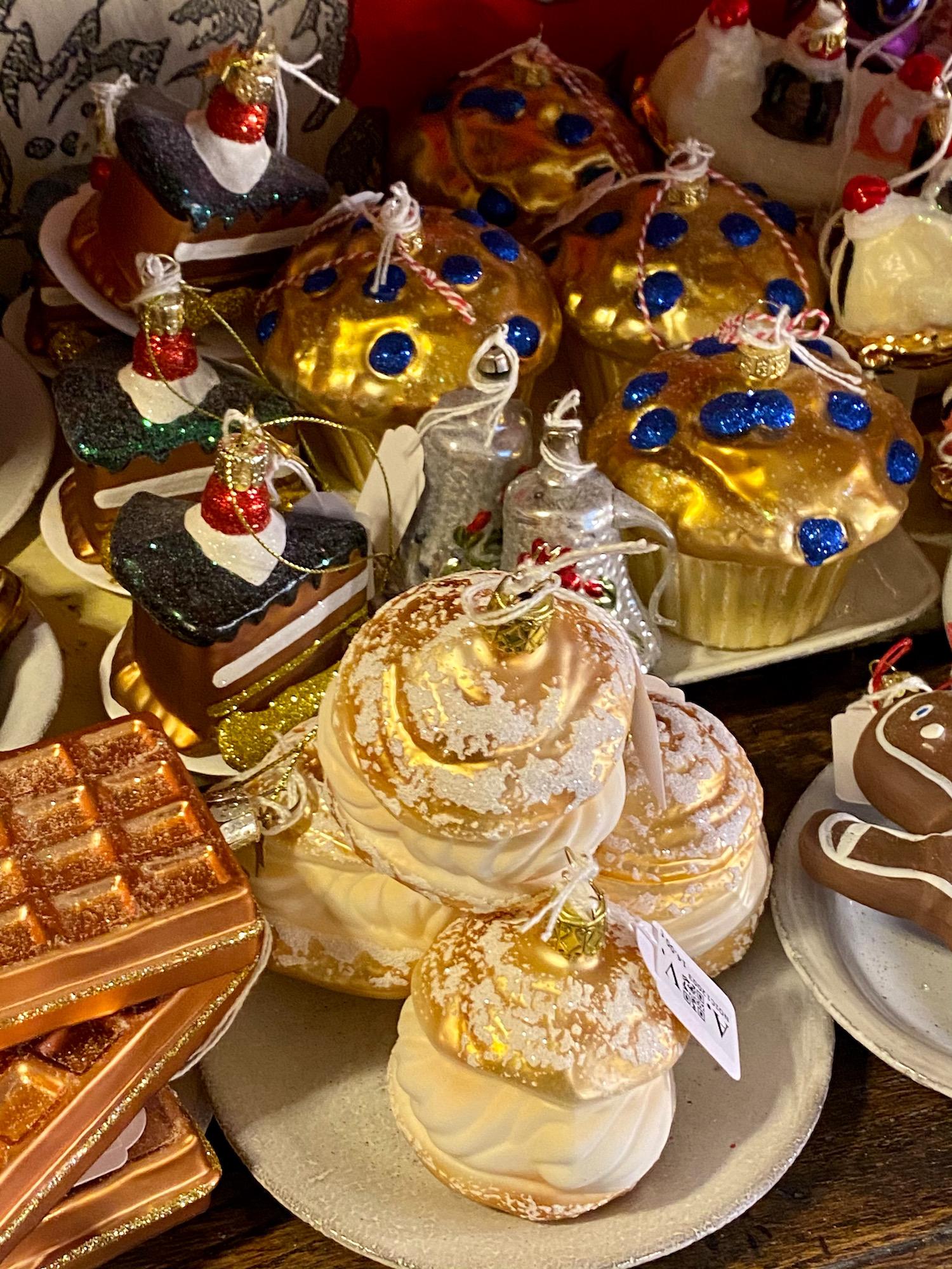 dessert ornament