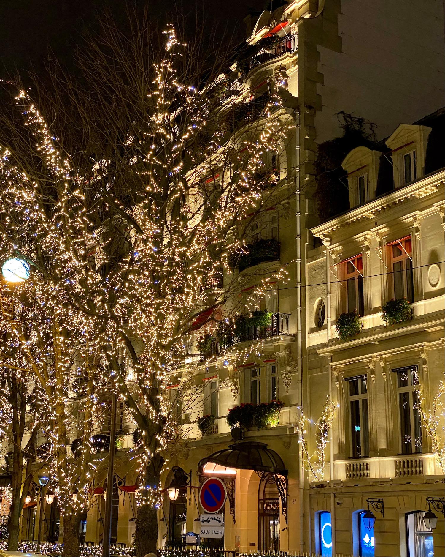 plaza athenée christmas lights
