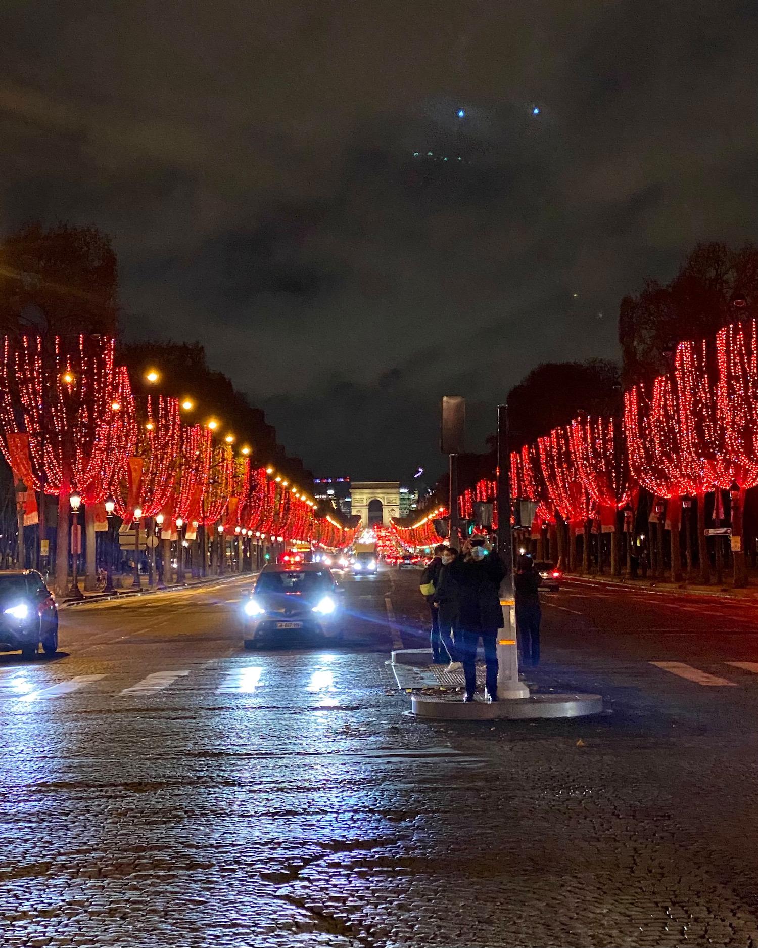 avenue des champs-élysees at christmas