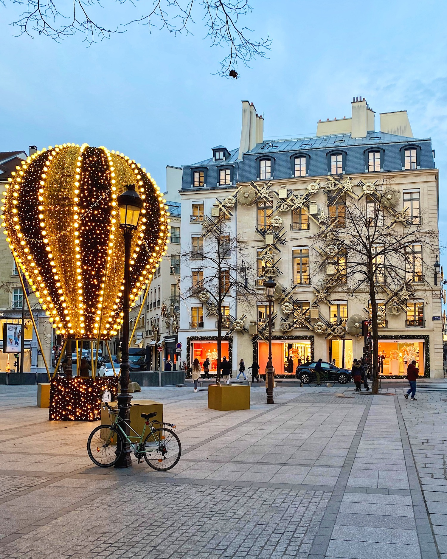 Chanel decorations featuring the second bouquinistes auction
