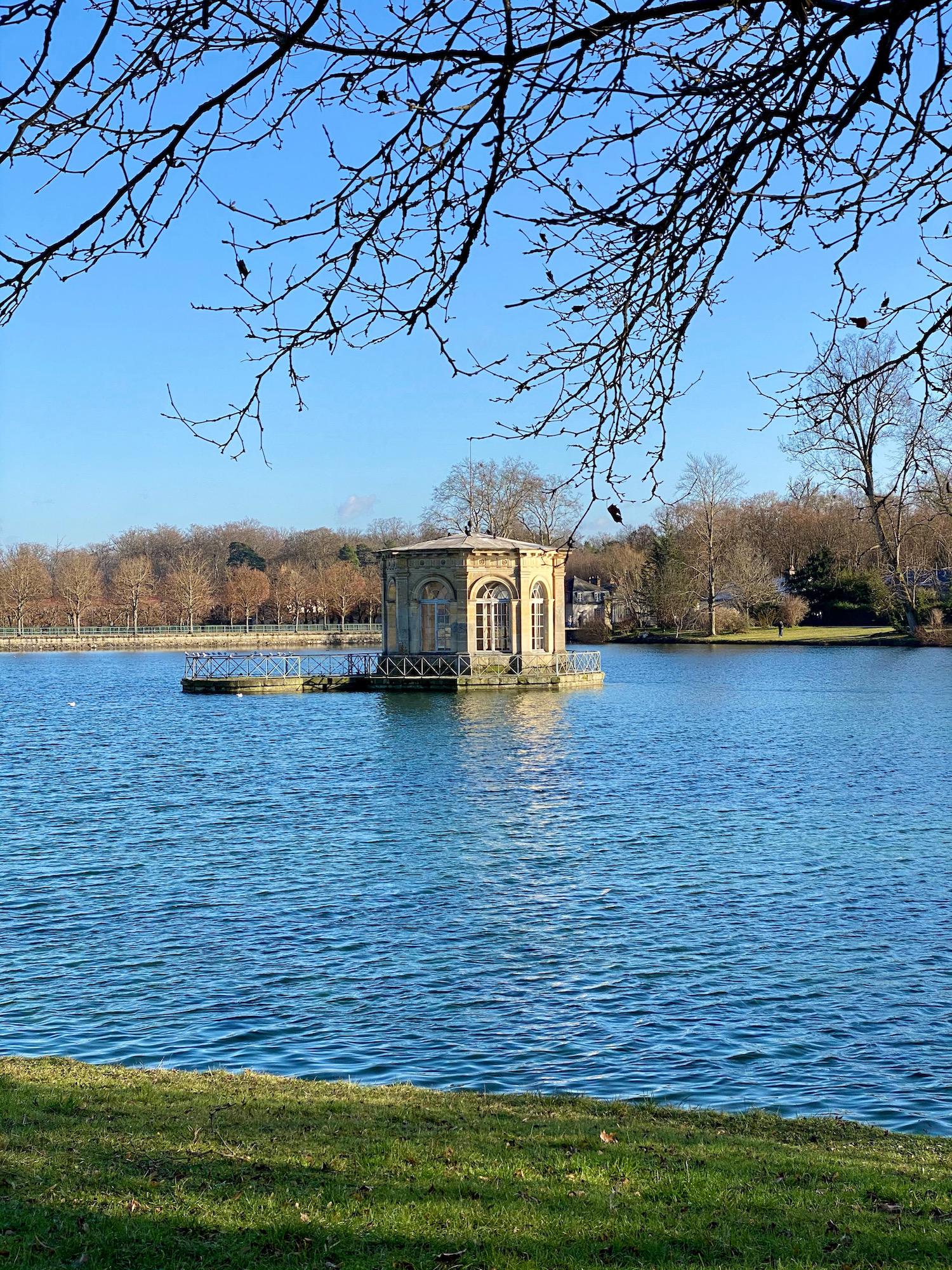 château de fontainebleau pavillion carp lake