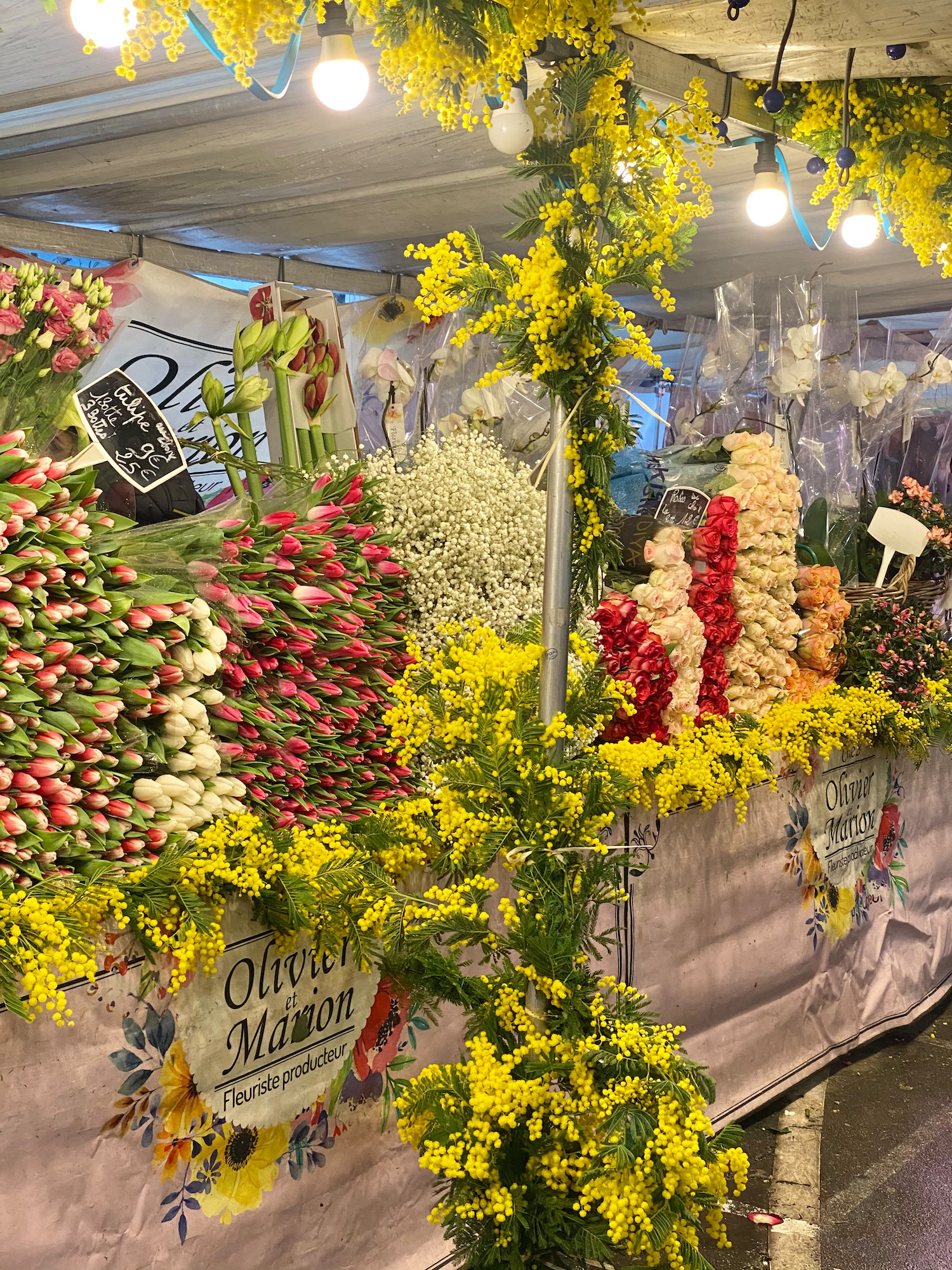 flower wall at the market in neuilly