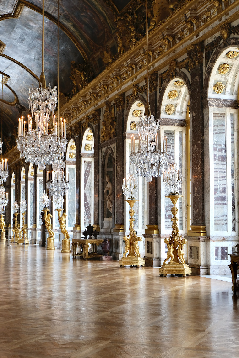 the hall of mirrors chateau de versailles