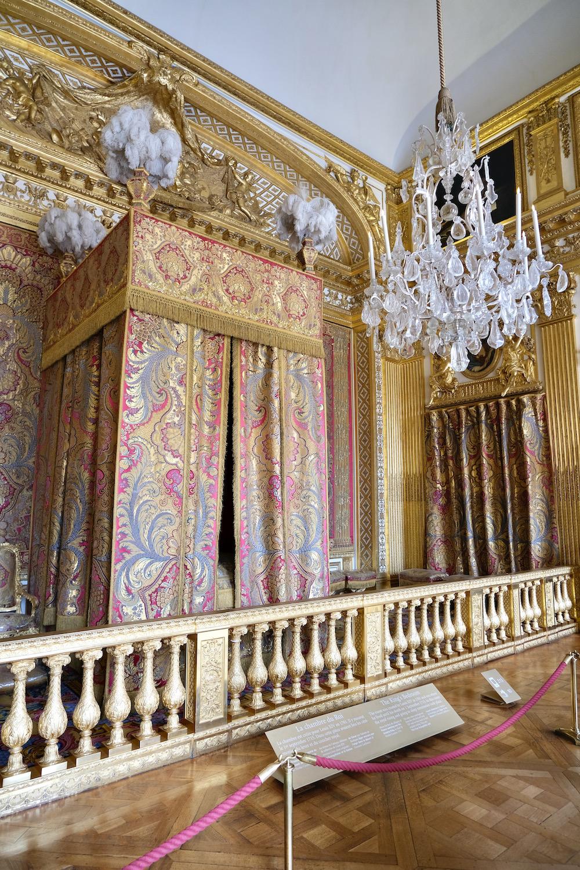 king's bedroom at versailles