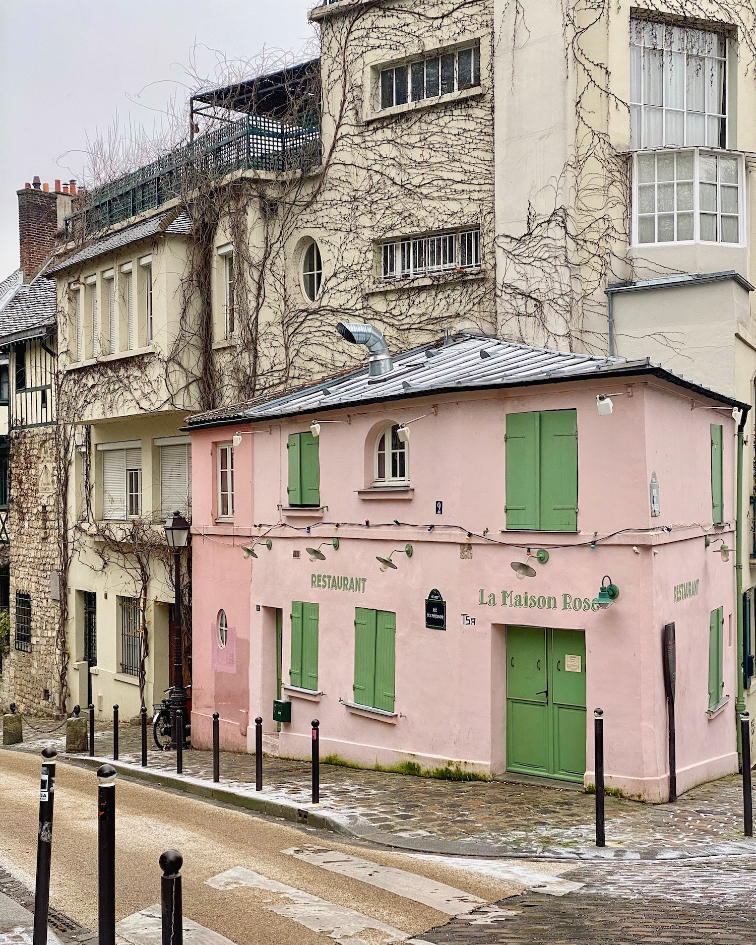 la maison rose montmarte covered in snow