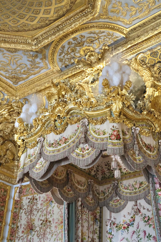 queen's bedroom details