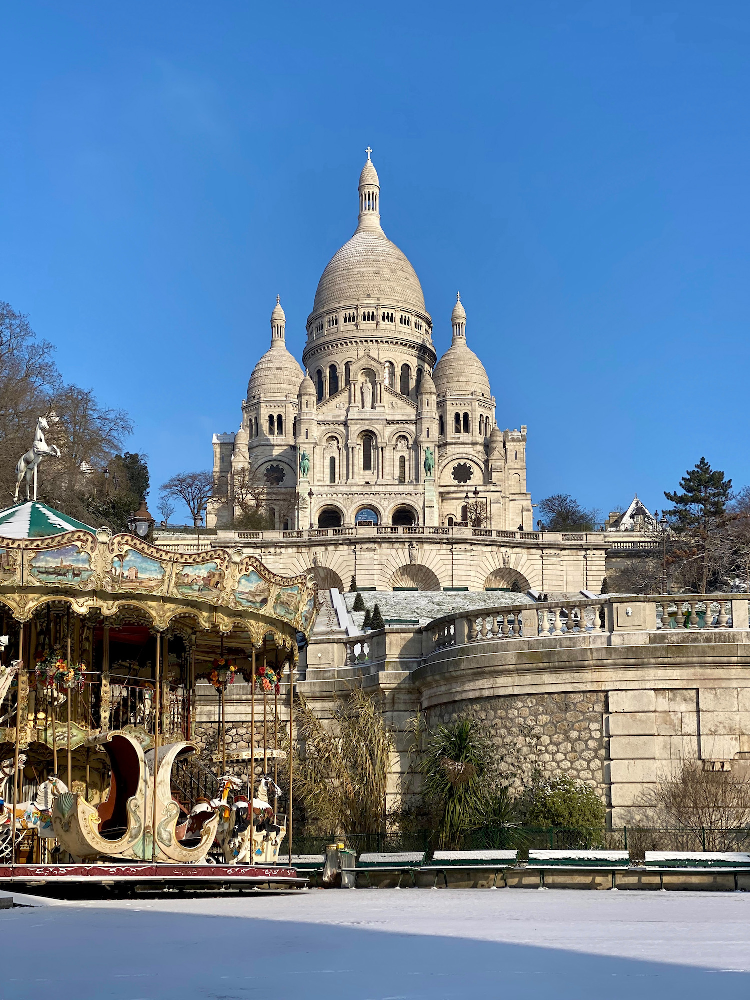 blue sky and sacre coeur in the snow