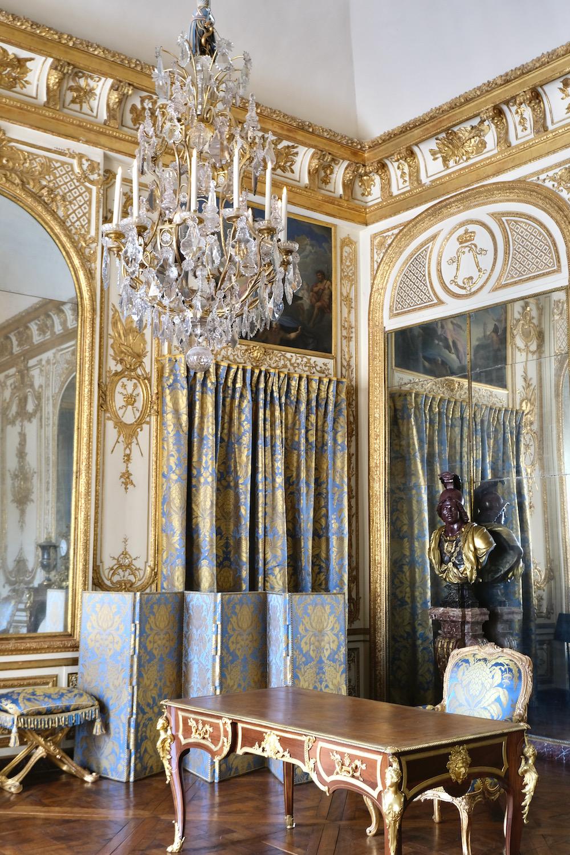 room with desk chateau de versailles
