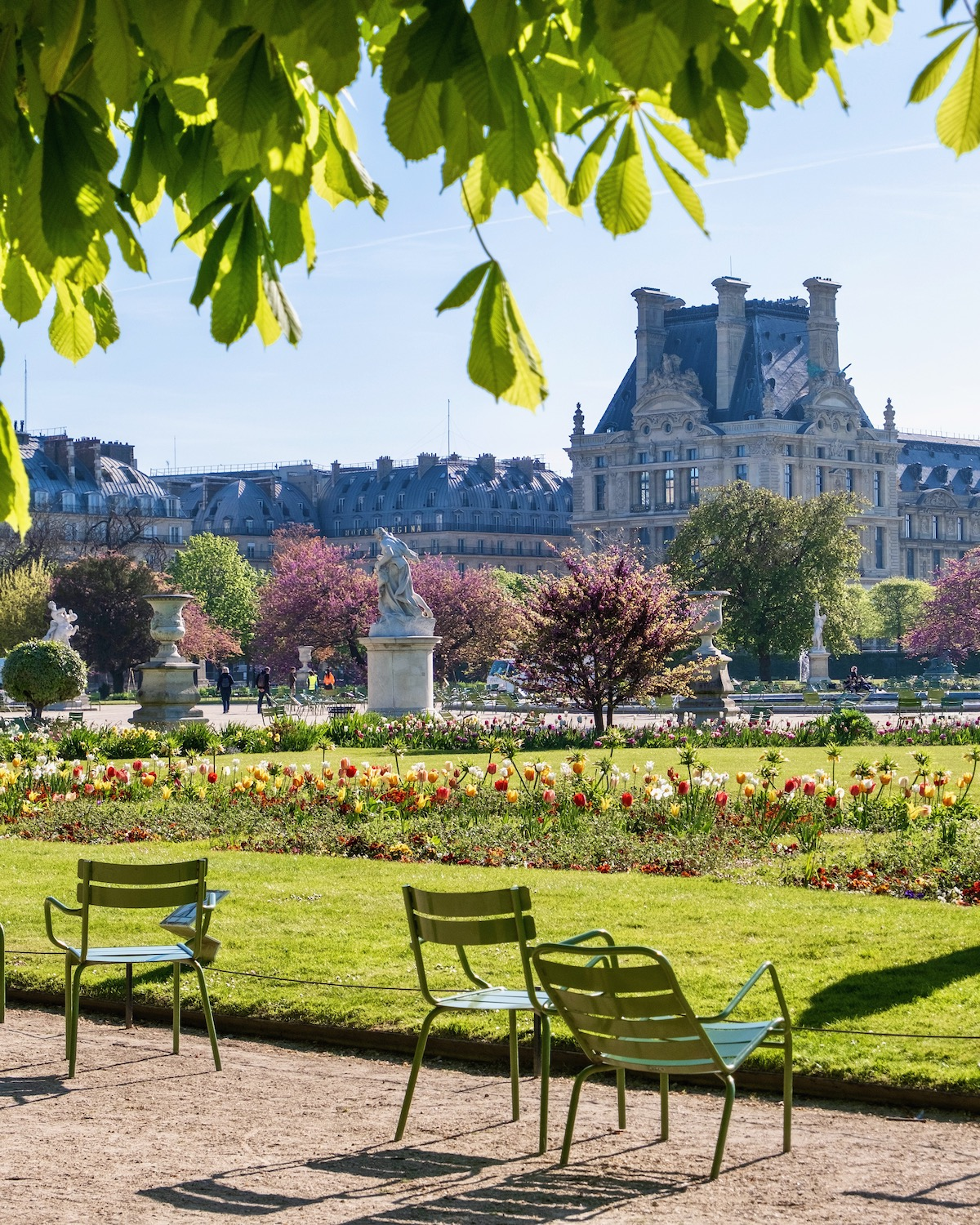 april morning in the tuileries