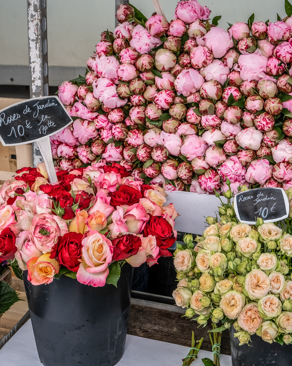 peonies and garden roses at the marché. five friday finds from france featuring the best ice cream in paris at il gelato del marchese and a hôtels particuliers de paris book