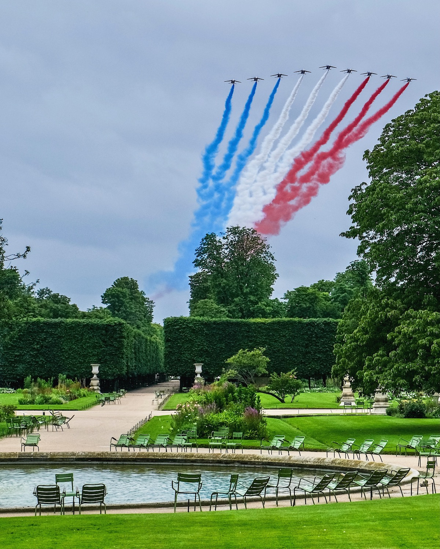 fête nationale in paris flyover