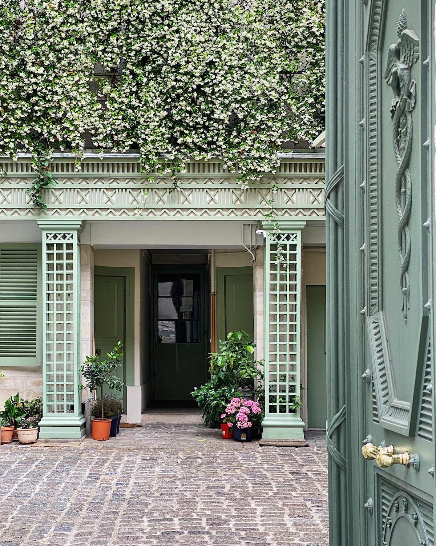 paris apartment entryway