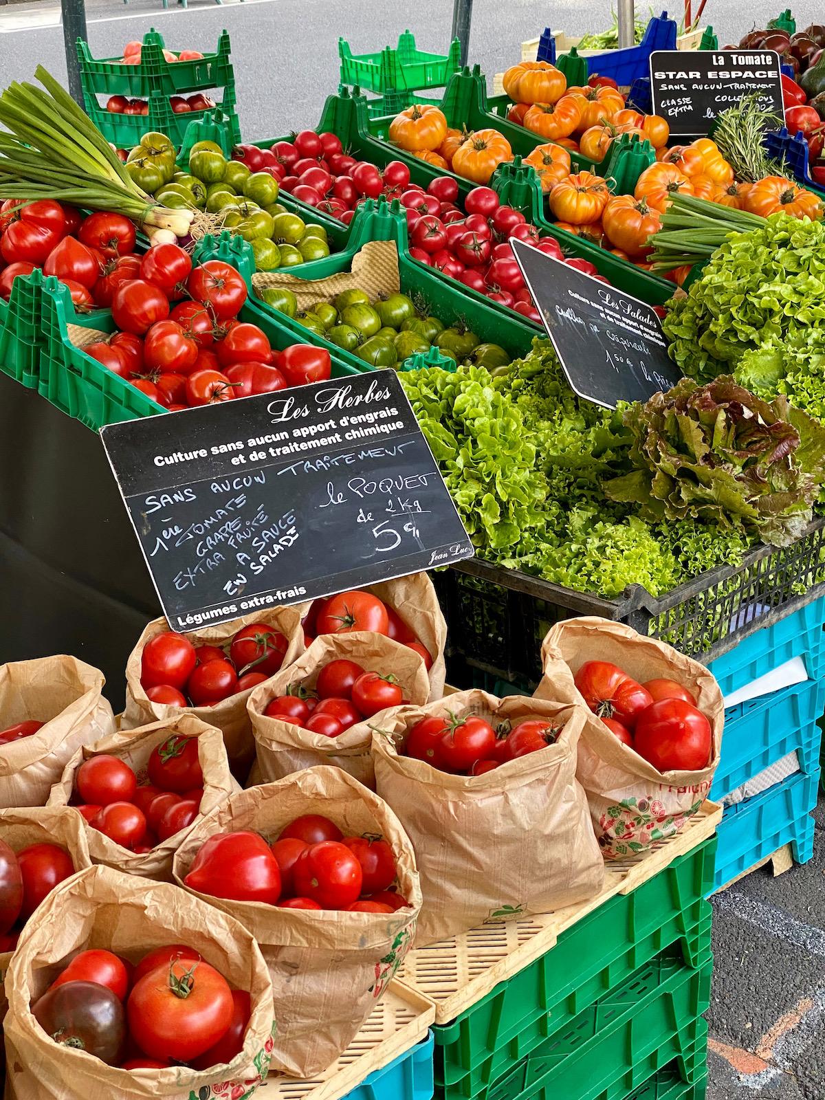 star espace tomatoes at marché des sablons