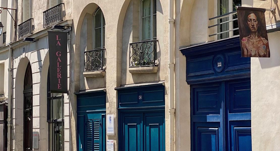 three blue doors paris featured