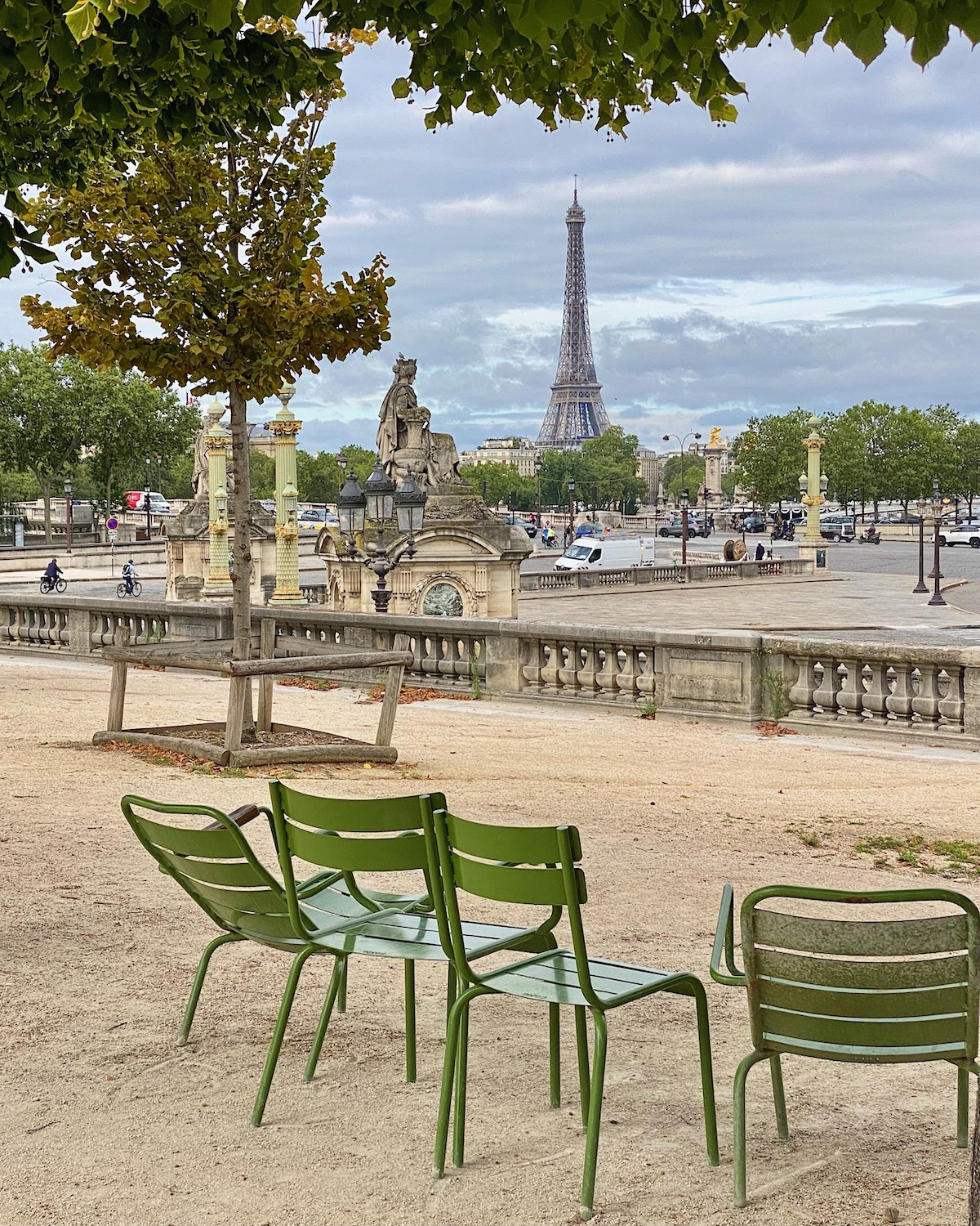place de la concorde. five friday finds from france featuring where to buy ruinart in paris and caudalie's recycling program