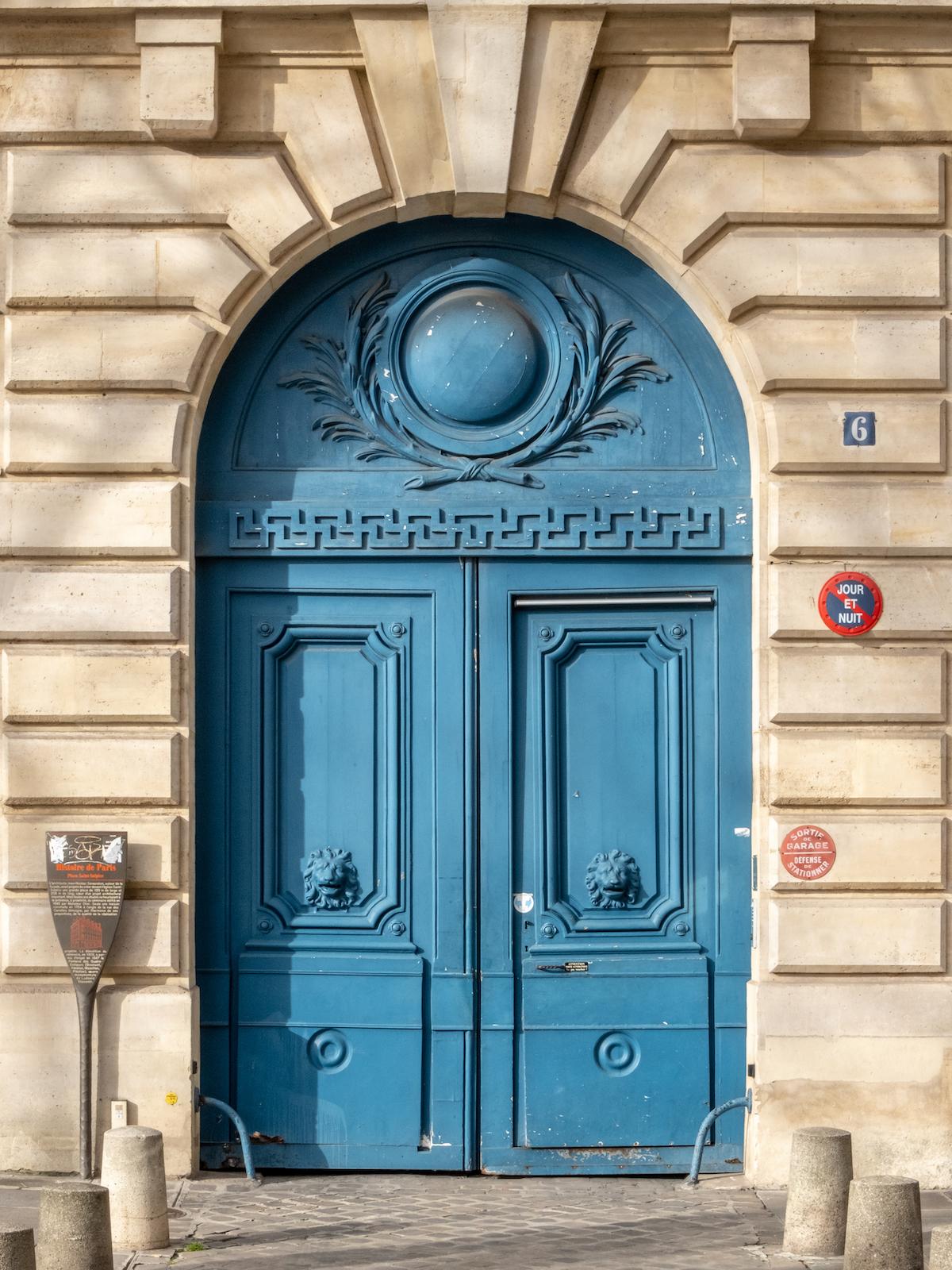 weekend links week 33 place saint sulpice blue door