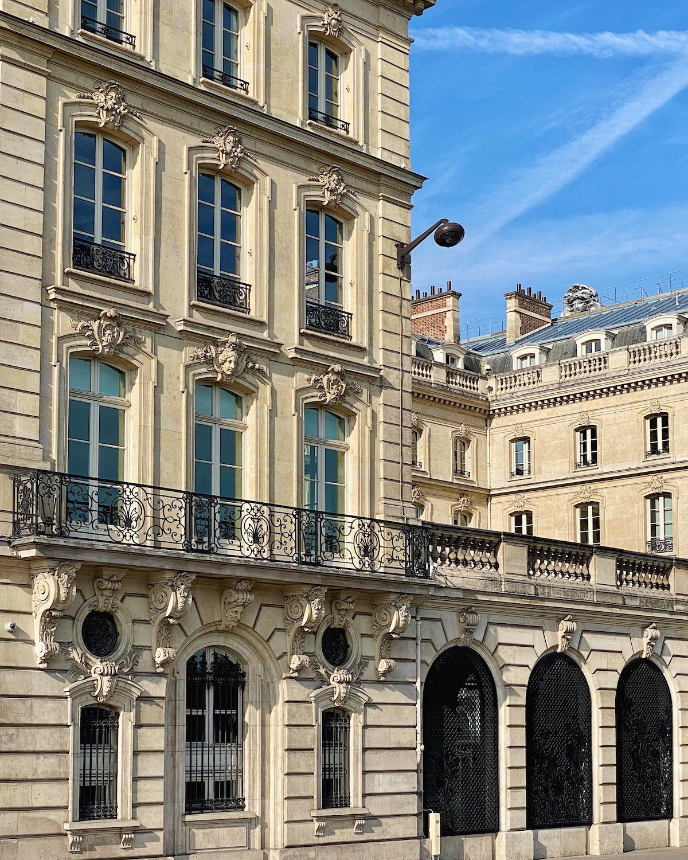 quai anatole france building