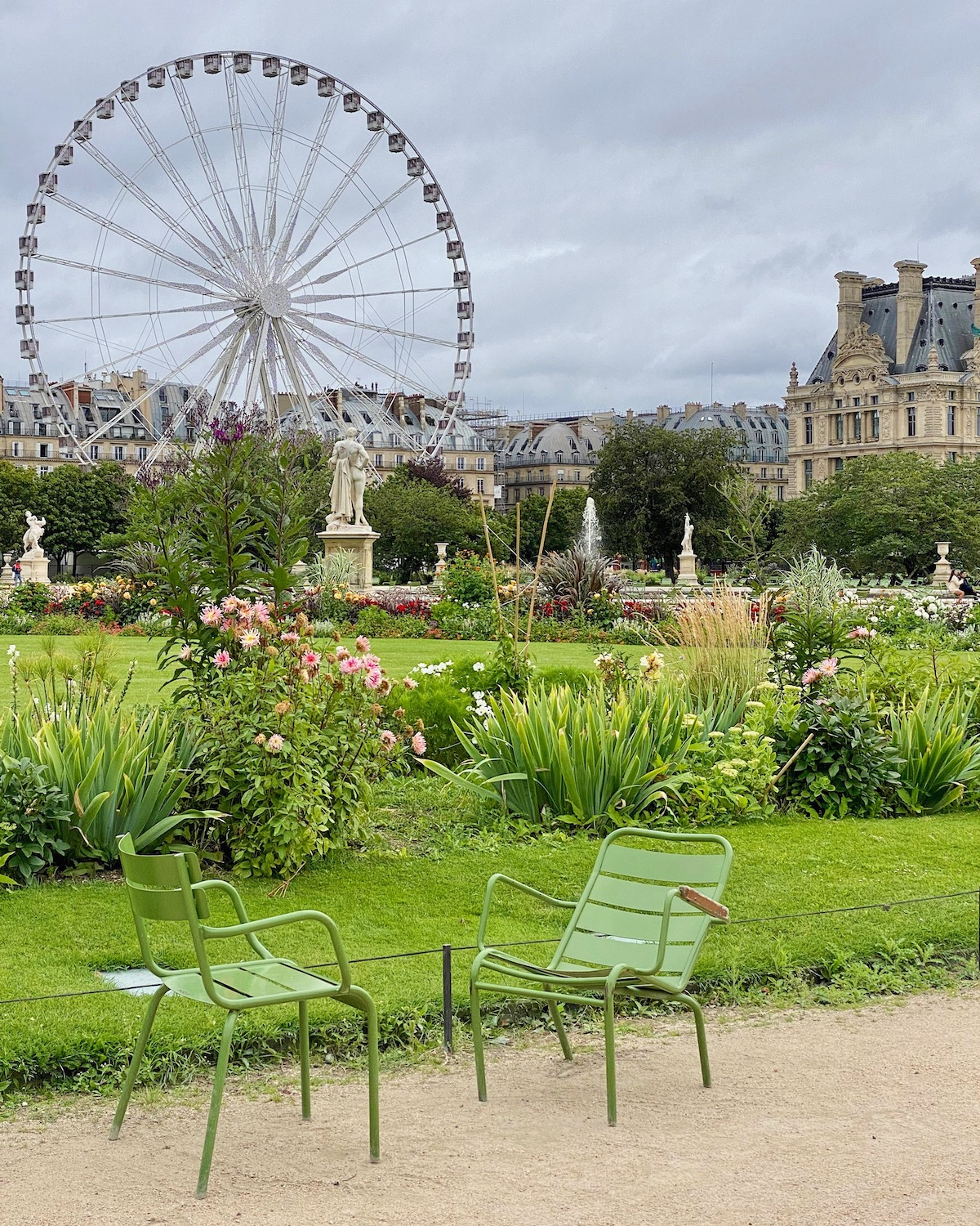 summer in the tuileries