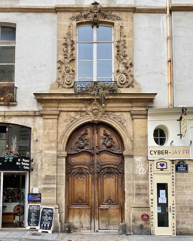 weekend links week 40 wood door on rue monsieur le prince in paris